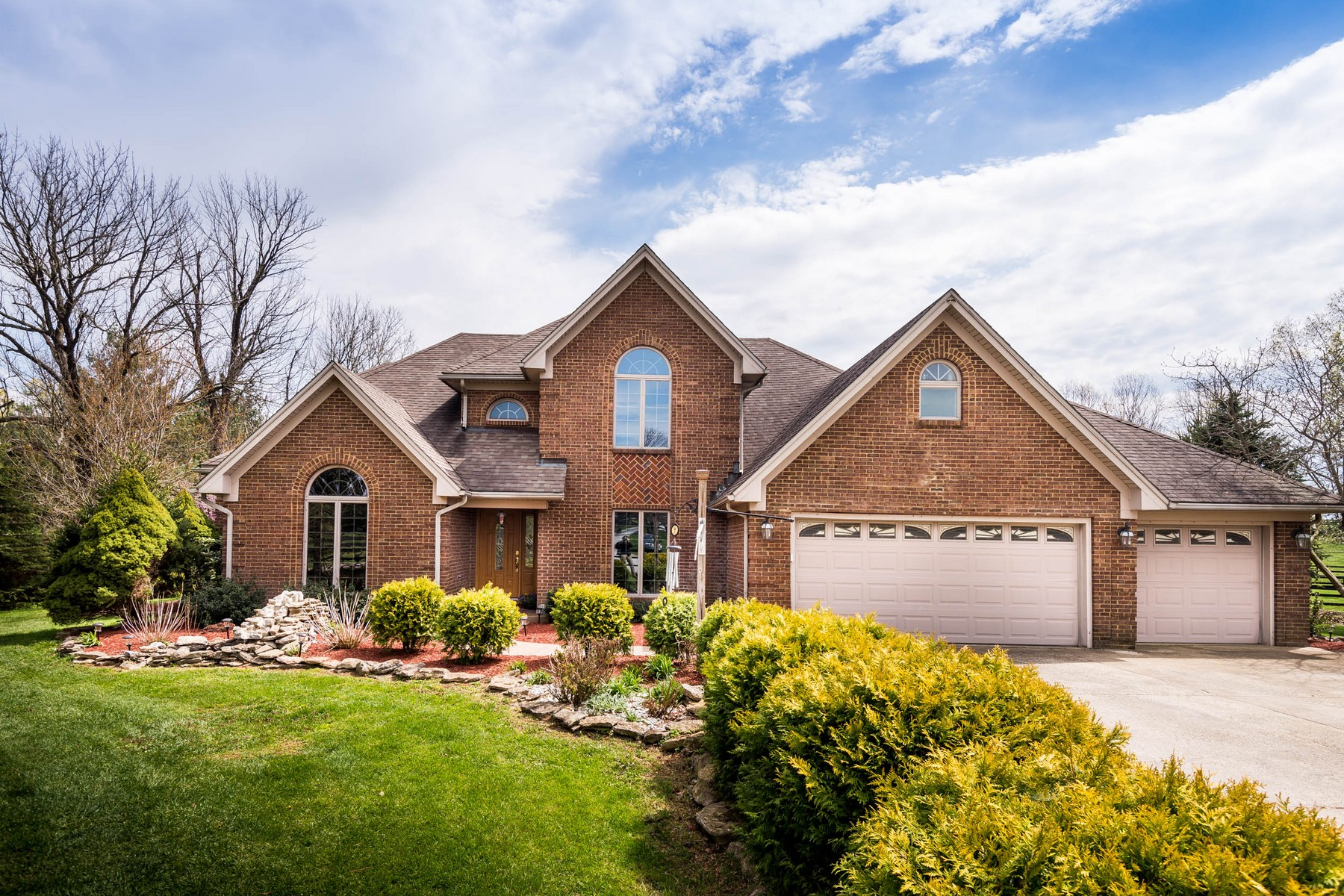 Villa per Vendita alle ore 2707 Pine Grove Road Paris, Kentucky, 40361 Stati Uniti