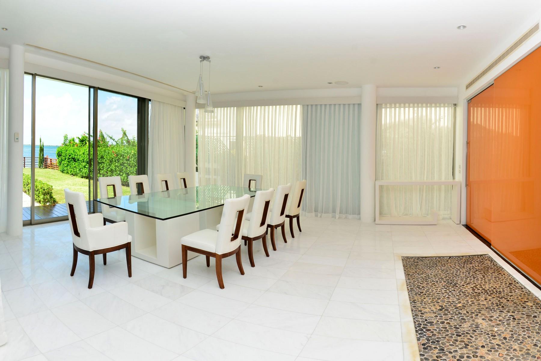 Additional photo for property listing at CASA MURMULLO WATERFRONT HOME Murmullo waterfront, Isla Dorada Cancun, Quintana Roo 77500 México