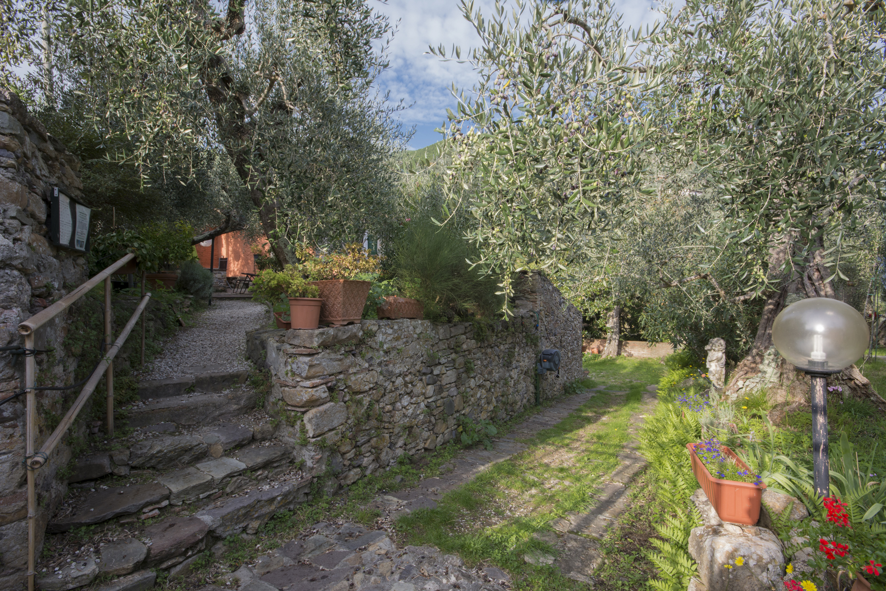Additional photo for property listing at Antique  moulin à huile dans la campagne Toscane Via del Campaccio Buti, Pisa 56032 Italie