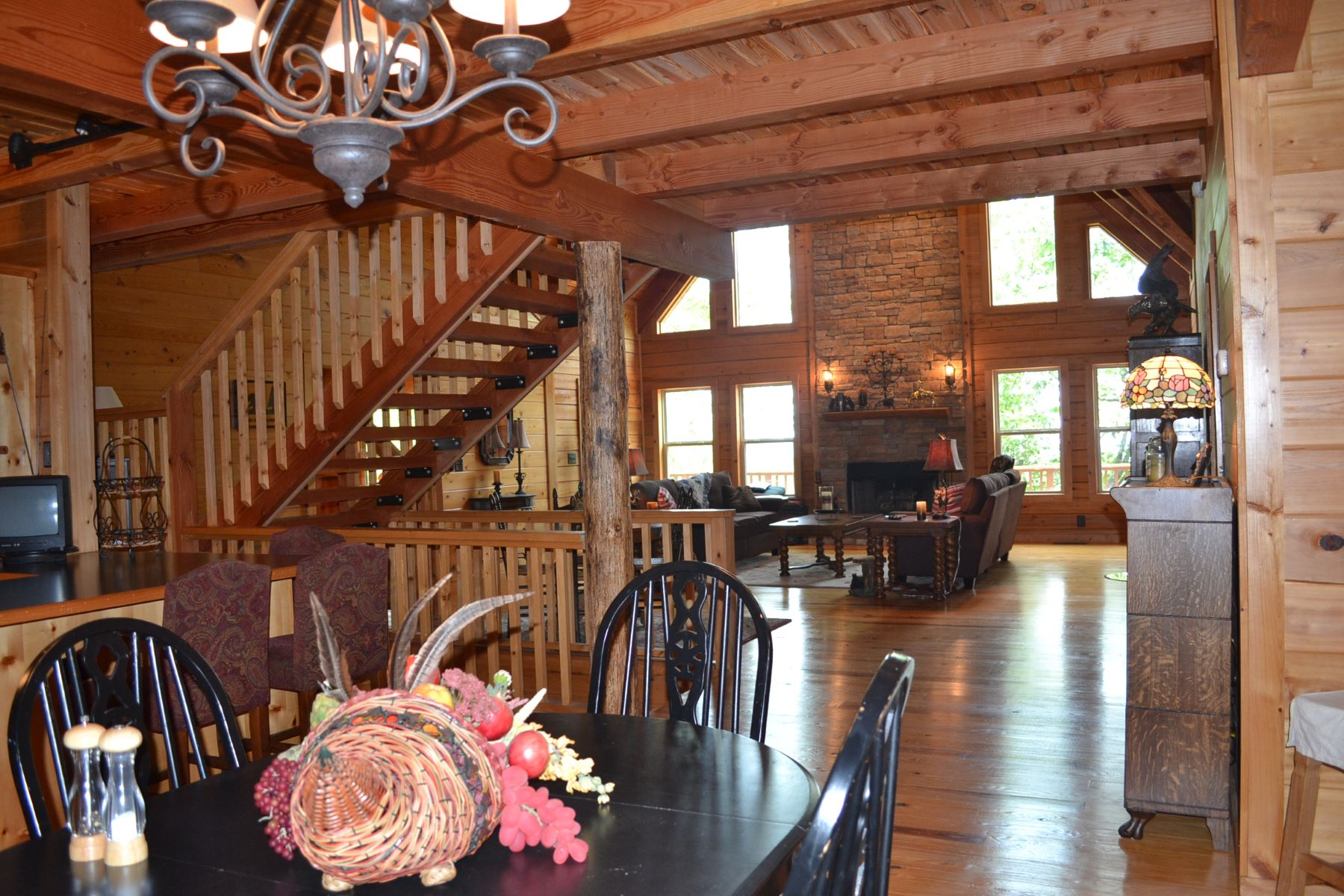 Частный односемейный дом для того Продажа на Beautiful Log Home Showcasing Privacy and Mountain Vistas 1180 Little Hendricks Mountain Road Jasper, Джорджия, 30143 Соединенные Штаты