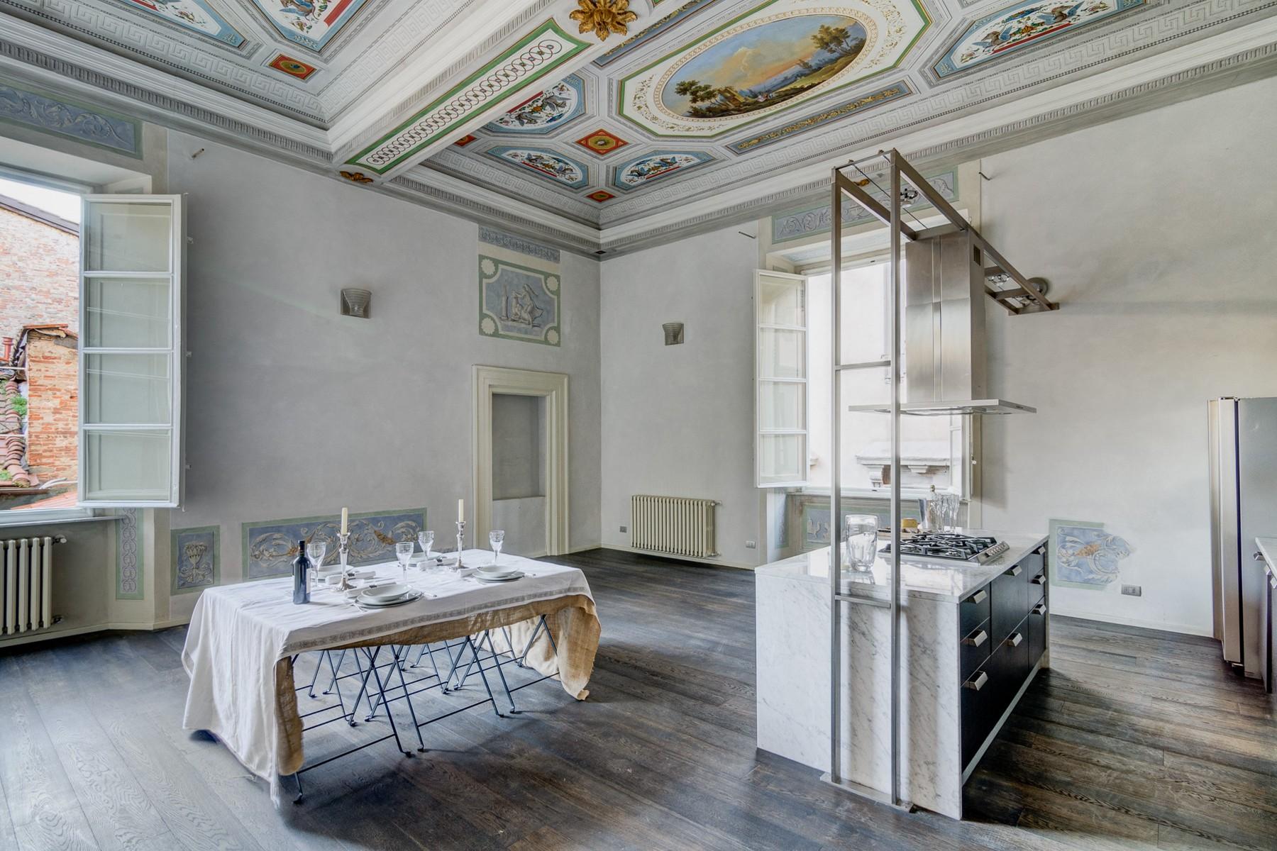 Apartamento por un Venta en Exclusive and elegant apartment Via San Giorgio Lucca, Lucca 55100 Italia