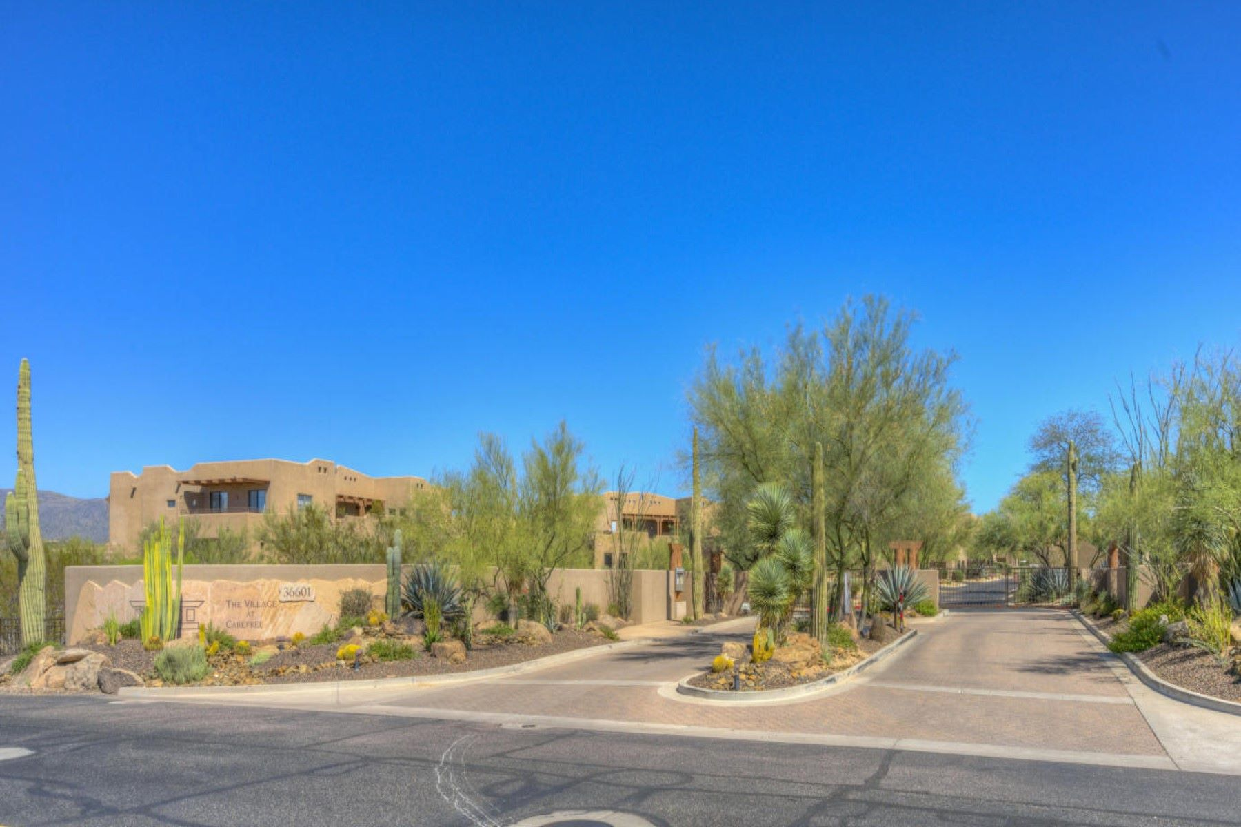 Single Family Home for Sale at Fully furnished Gorgeous Townhome in the Heart of Carefree 36601 N Mule Train Rd B26 Carefree, Arizona, 85377 United States