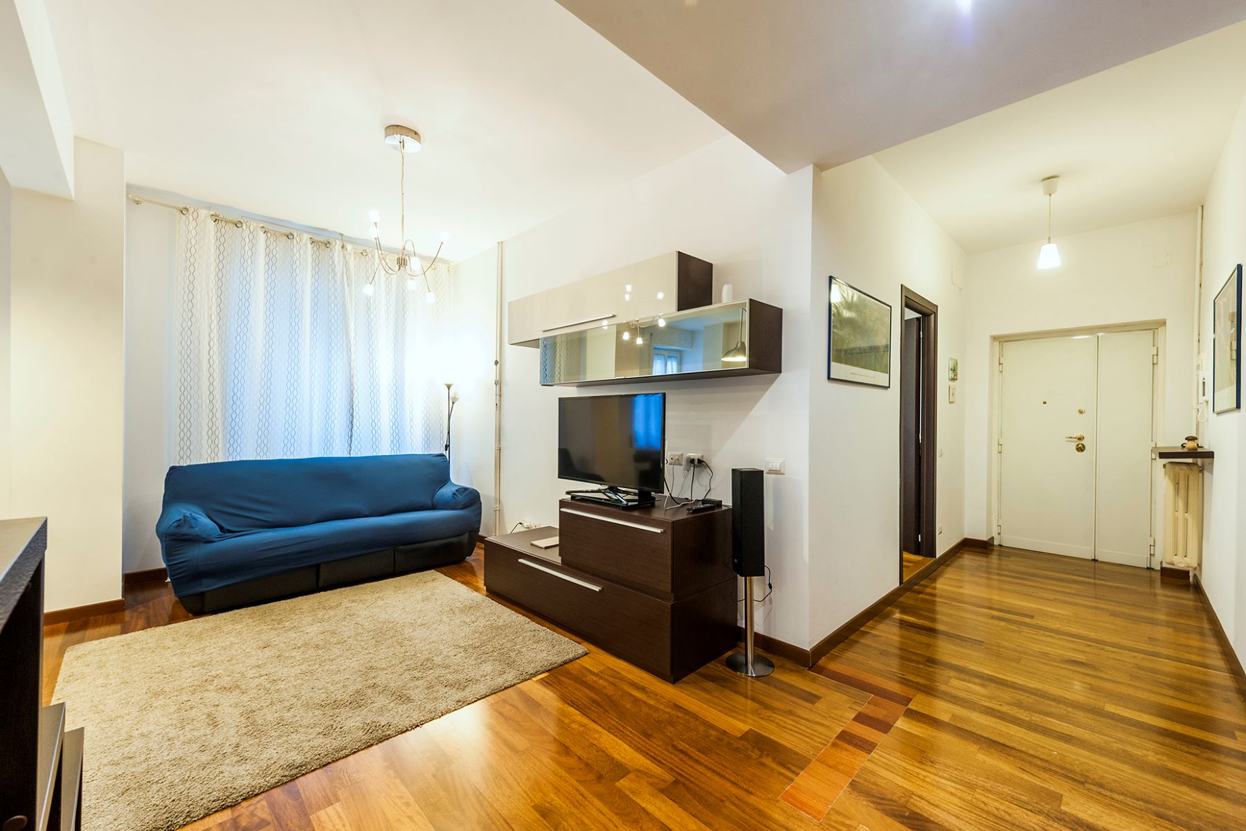 Additional photo for property listing at Renovated apartment in the Prati neighborhood Via Costabella Rome, Rome 00195 Italie