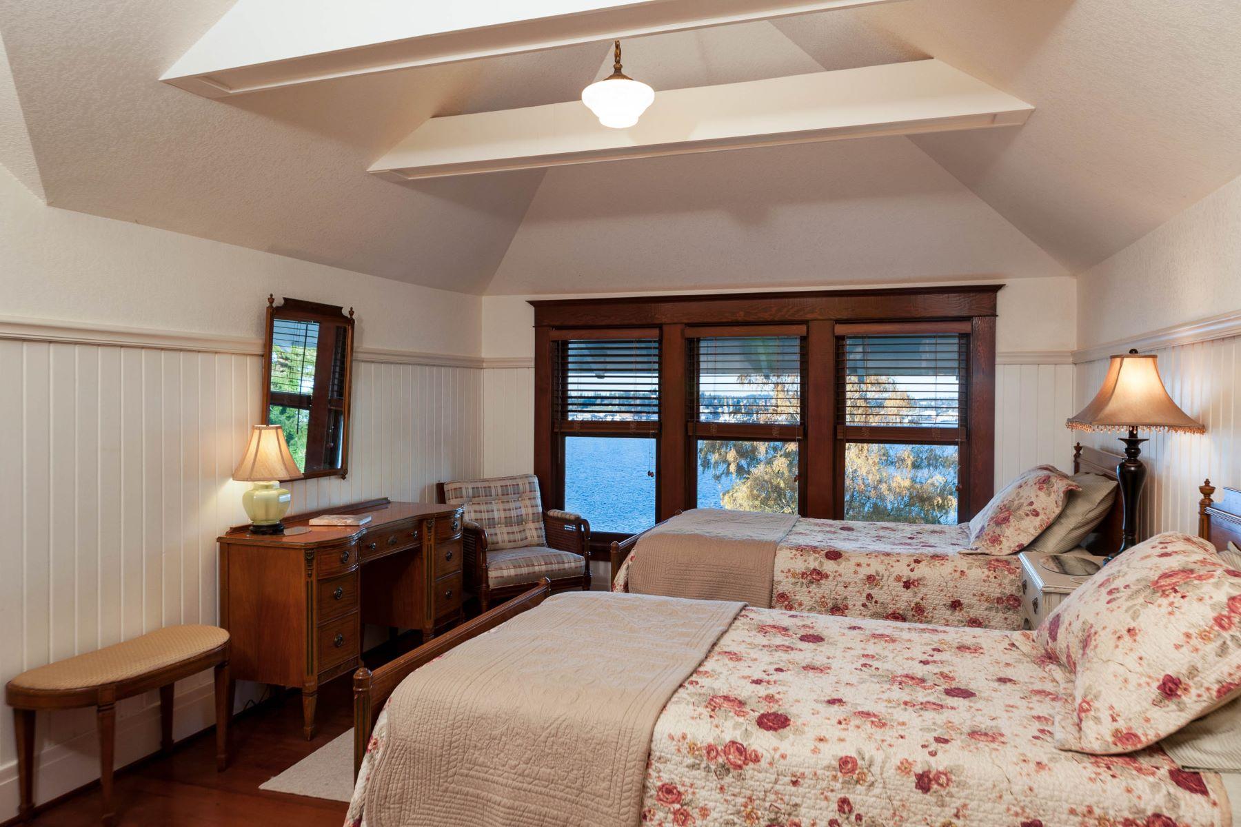 Additional photo for property listing at Elegantly Restored Port Orchard Estate 228 Seattle Ave Port Orchard, Washington 98366 United States