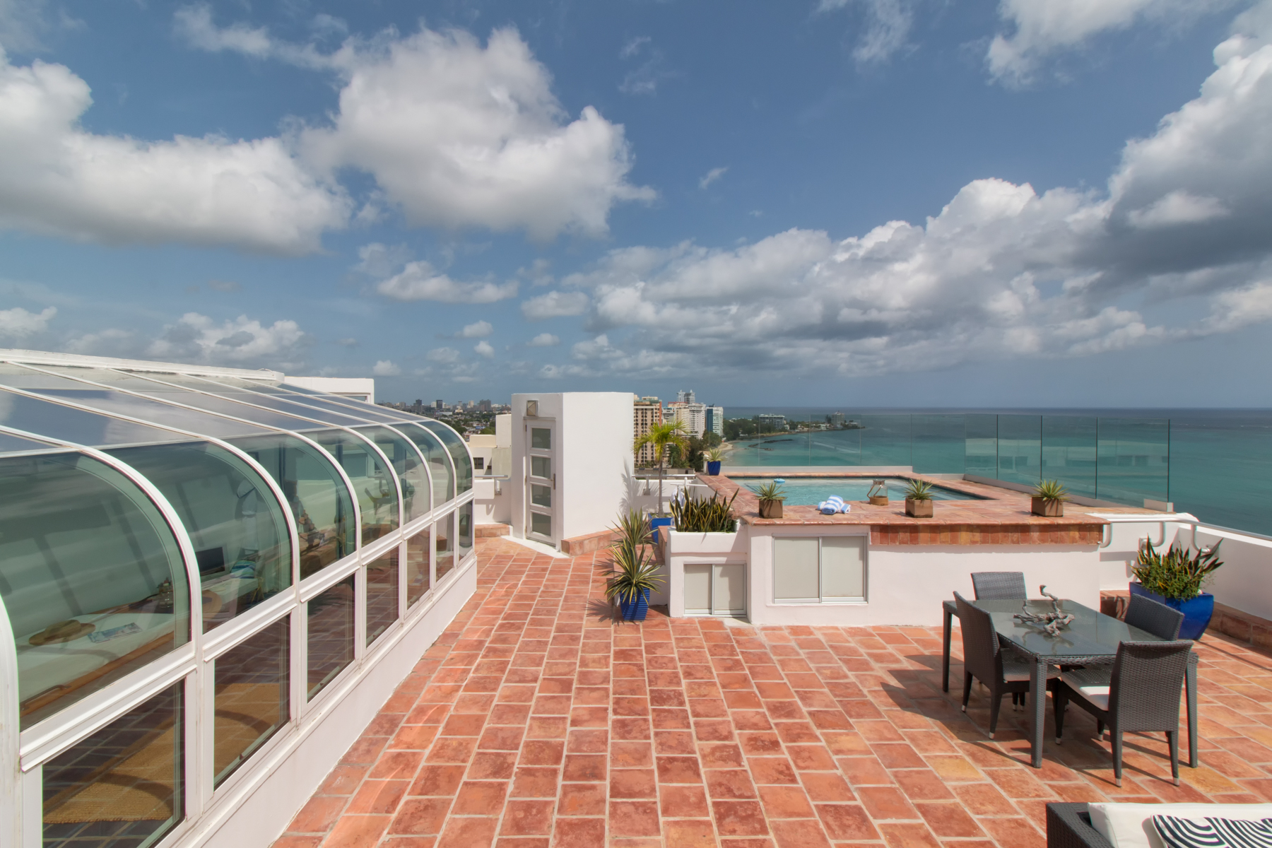 Additional photo for property listing at Oceanfront Penthouse on Isla Verde Beach 4531 Avenida Isla Verde Plaza Atlantico Condominium Carolina, Puerto Rico 00979 Puerto Rico