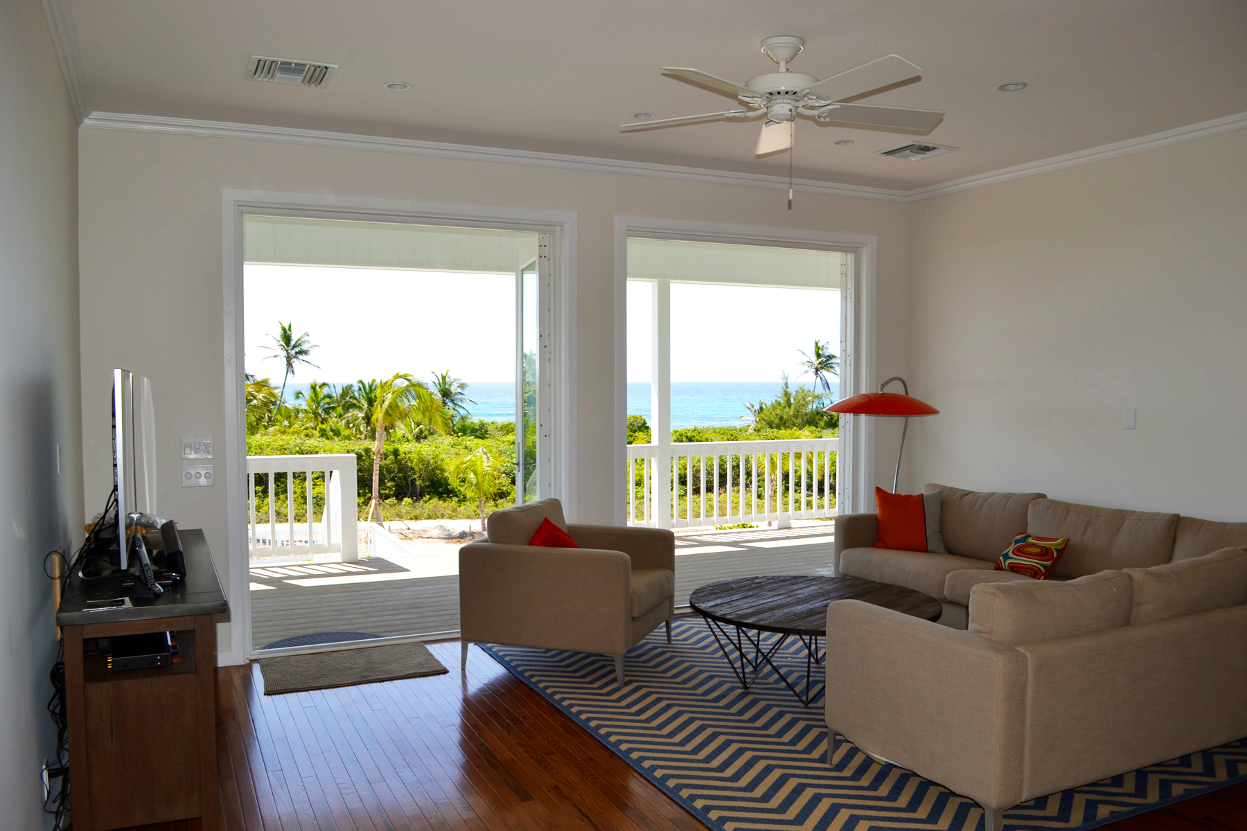 Additional photo for property listing at Sea Thang Elbow Cay Hope Town, Abaco Bahamas