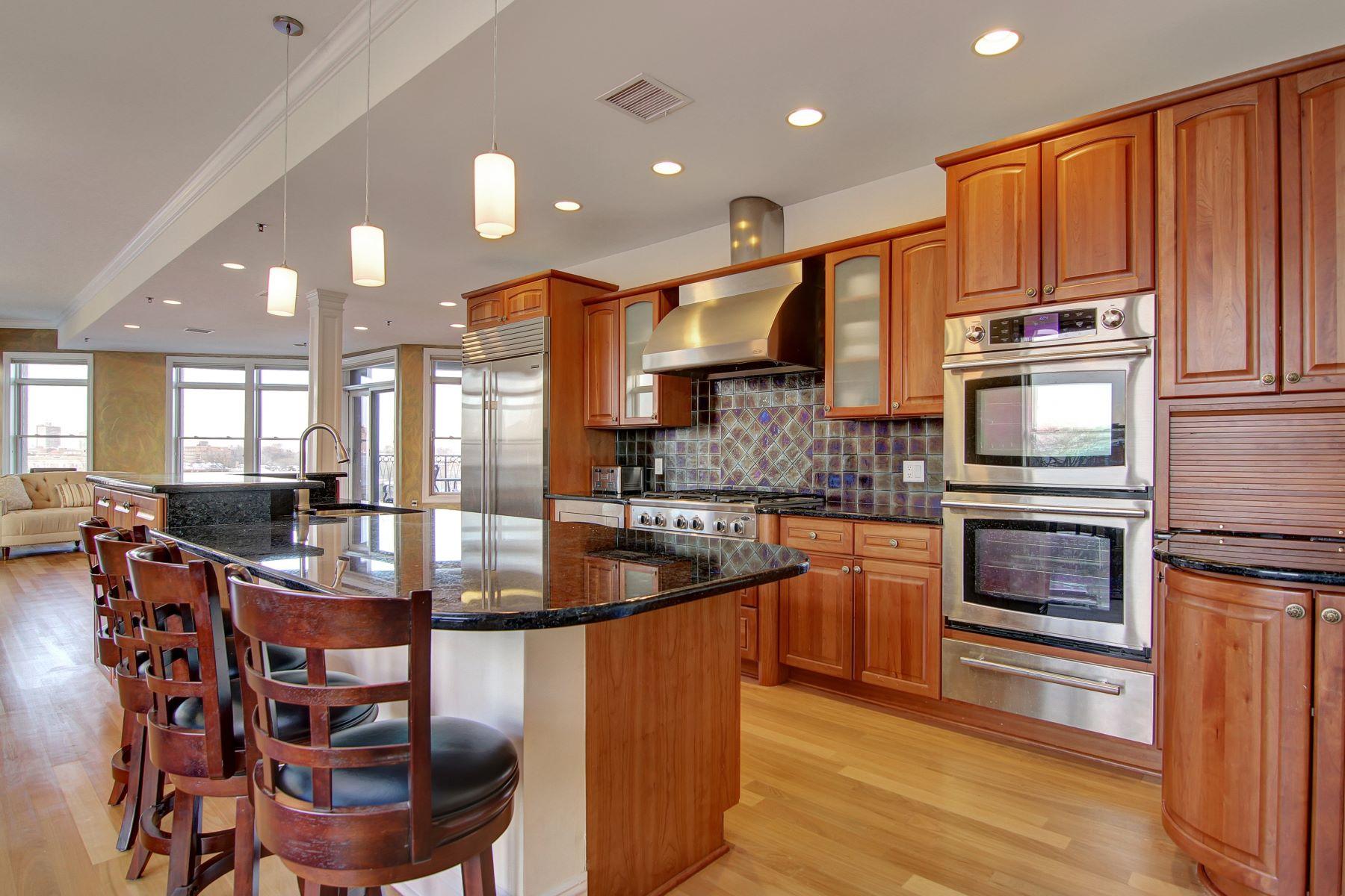 Condomínio para Venda às Elegance And Spacious Penthouse 550-564 Gregory Avenue #A11 Weehawken, Nova Jersey, 07086 Estados Unidos