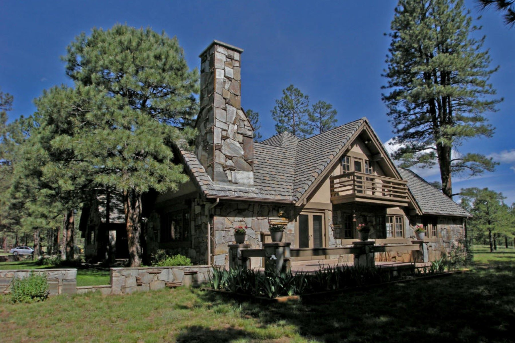 獨棟家庭住宅 為 出售 在 Extraordinary Land with an exceptional home situated on 26 acres. 4100 Hidden Hollow RD Flagstaff, 亞利桑那州, 86001 美國