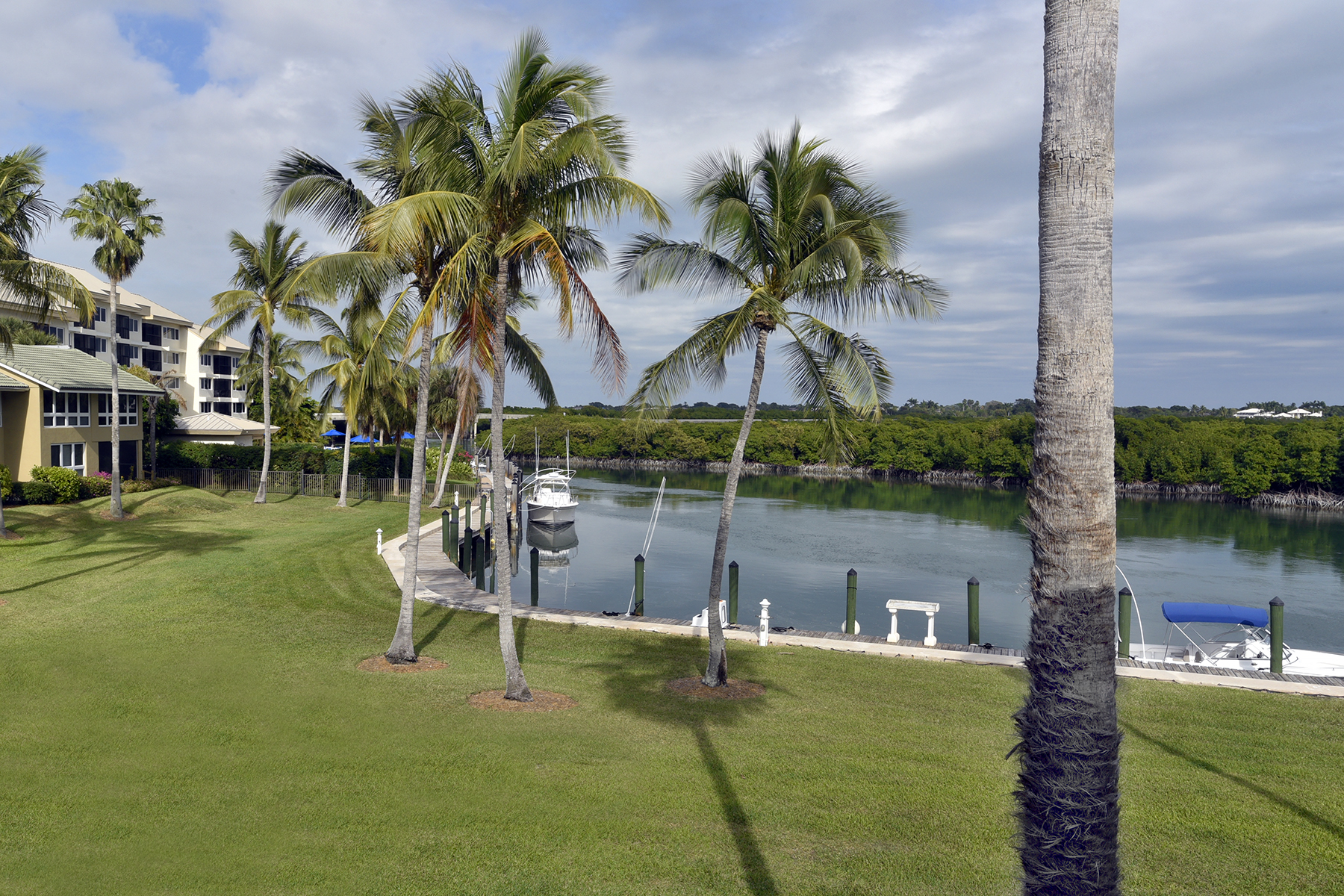 Additional photo for property listing at Waterfront Condominium at Ocean Reef 13 Pumpkin Cay Road, Unit B Key Largo, Флорида 33037 Соединенные Штаты