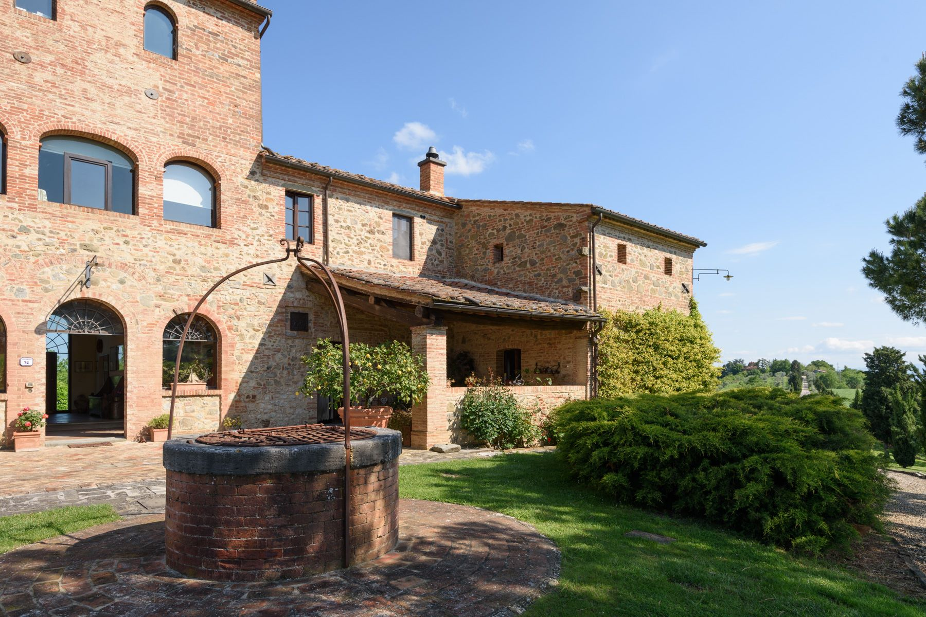 Additional photo for property listing at Tuscan countryhouse with 2,5 ha of vineyards Località Valcelle Torrita Di Siena, Siena 53049 Italien
