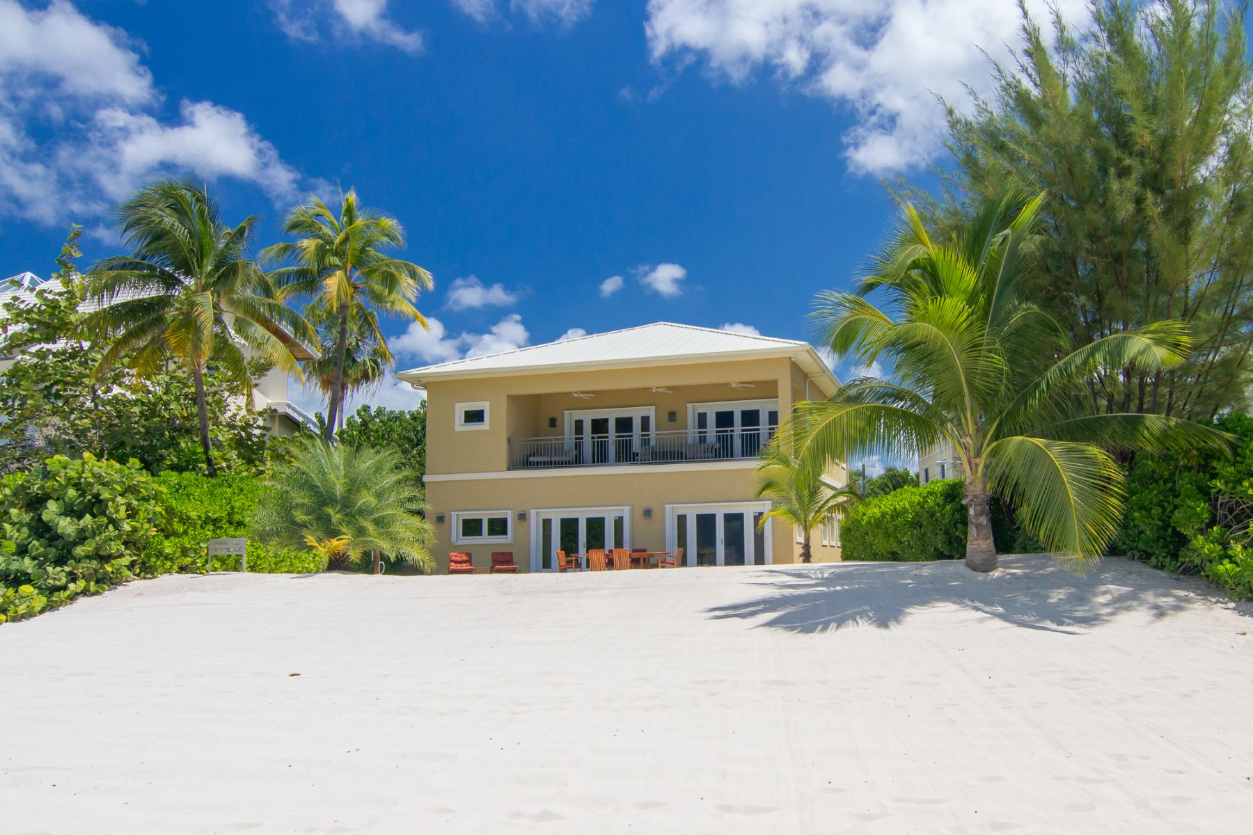 Additional photo for property listing at Lizard Run Seven Mile Beach, Gran Caimán Islas Caimán