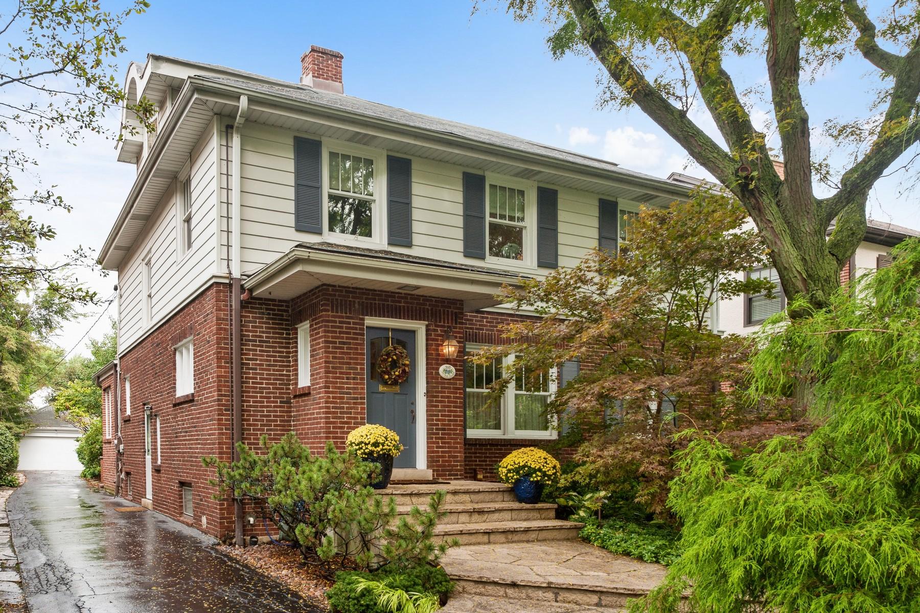 Maison unifamiliale pour l Vente à Terrific East Winnetka Home! 397 Sunset Road Winnetka, Illinois, 60093 États-Unis