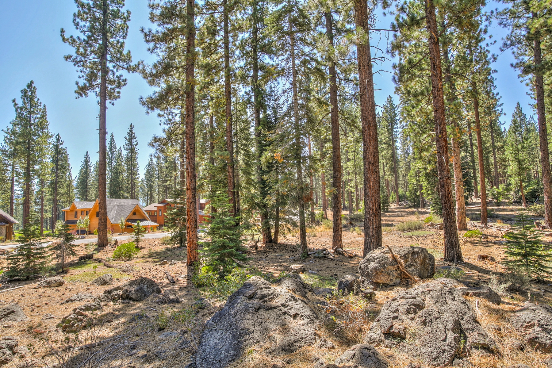 Additional photo for property listing at 9252 Heartwood Drive  Truckee, California 96161 Estados Unidos