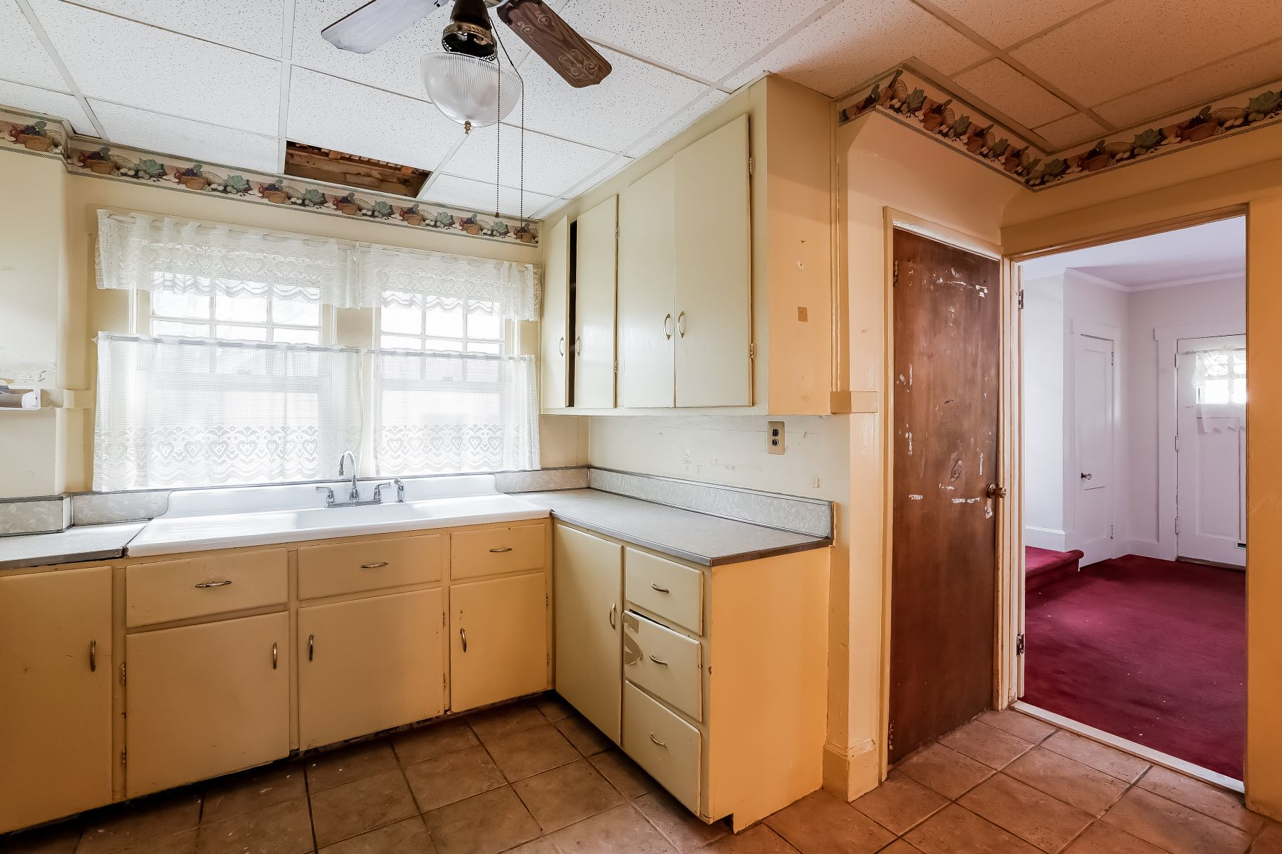 Additional photo for property listing at Three Bedroom Colonial 80 Elliott Place East Orange, Nueva Jersey 07018 Estados Unidos