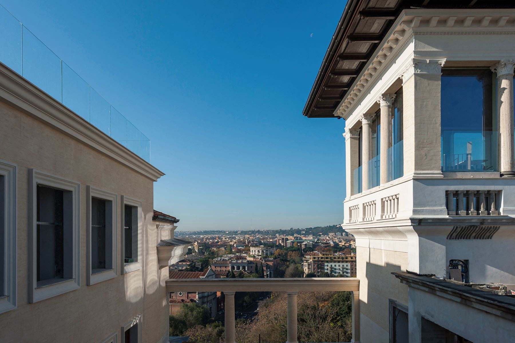 Additional photo for property listing at Magnifique appartement rénové dans le quartier de Monti Parioli Largo Monti Parioli Rome, Rome 00197 Italie