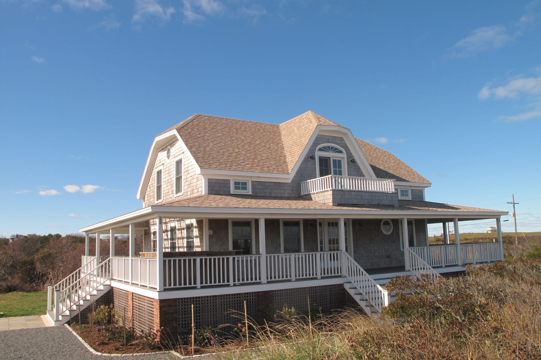 Vivienda unifamiliar por un Venta en Steps to the Beach 151 Corn Neck Road Block Island, Rhode Island, 02807 Estados Unidos