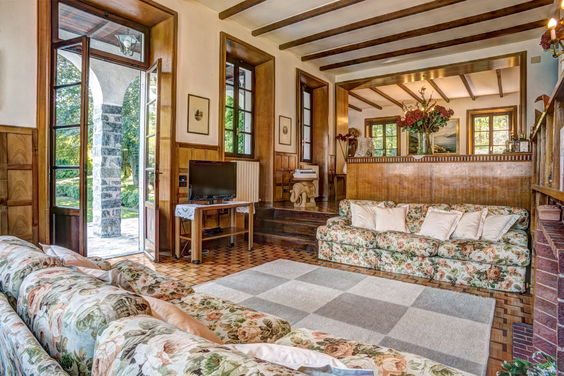 Additional photo for property listing at Magnificent property pieds dans l'eau Via Cadorna Oliveto Lario, Lecco 23865 Italy