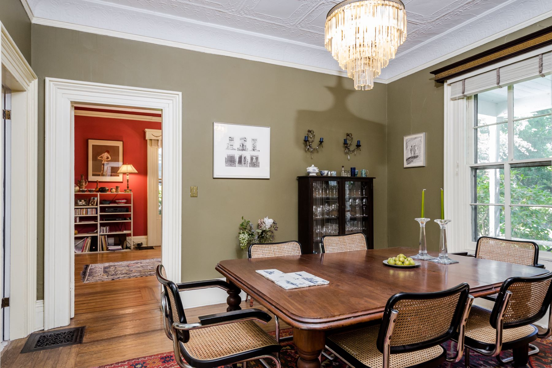 Additional photo for property listing at Capturing All The Grace Of Yesteryear 23 South Adelaide Avenue Highland Park, 新泽西州 08904 美国