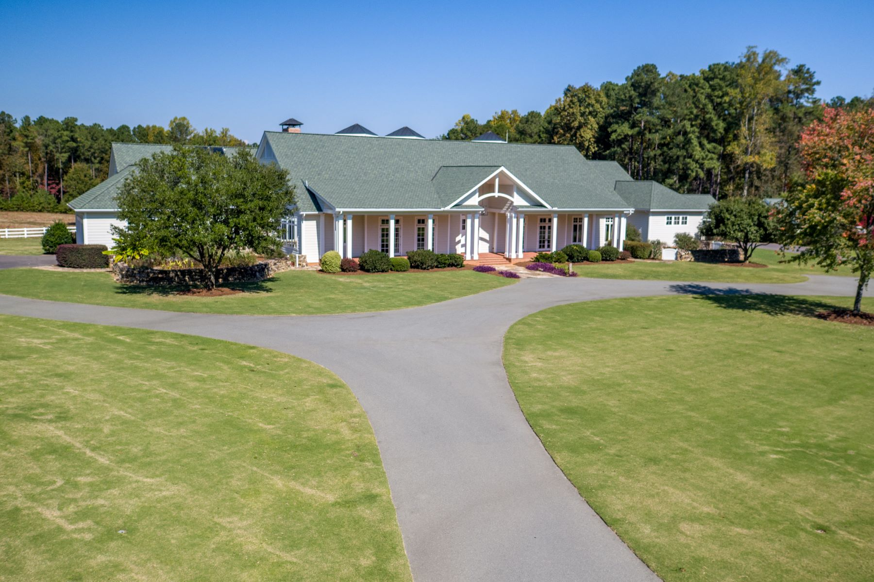 Single Family Homes vì Bán tại 1201 Old Greensboro Road Chapel Hill, Bắc Carolina 27516 Hoa Kỳ