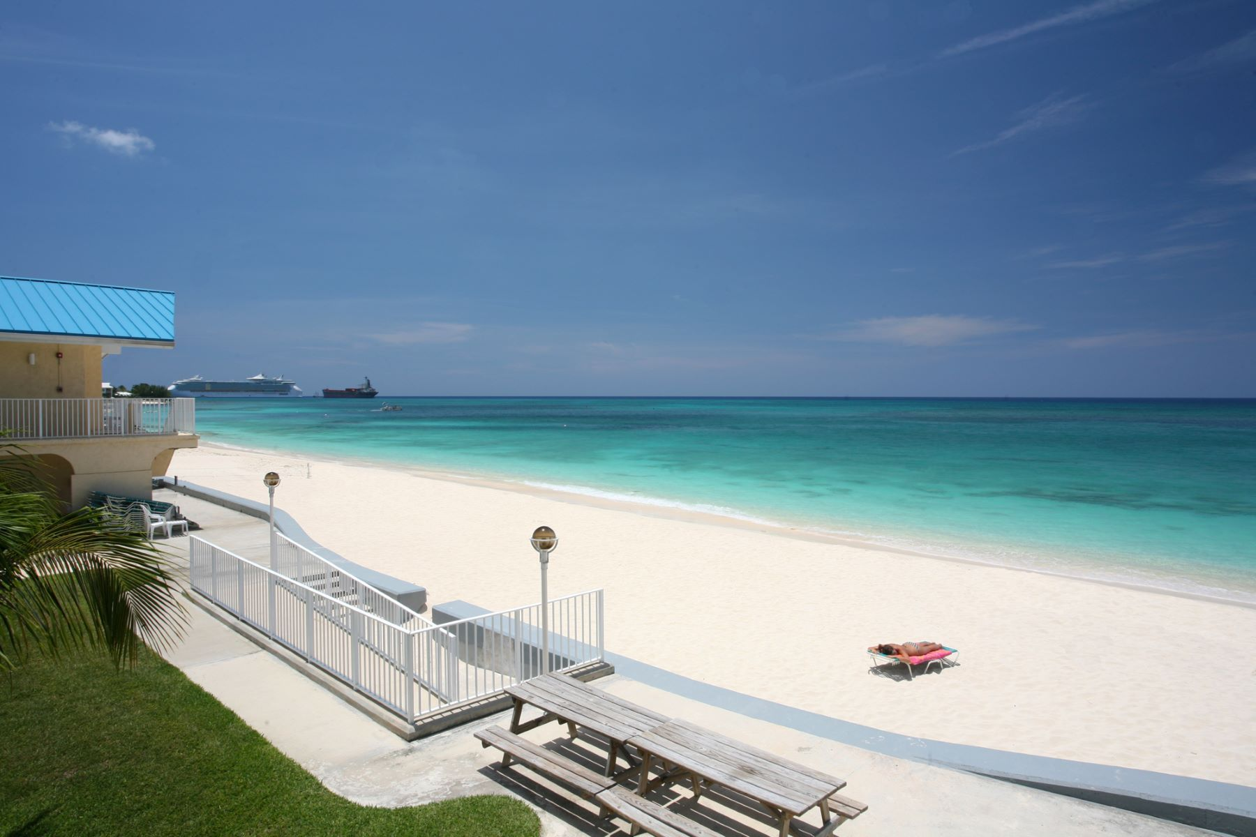 Condominium for Rent at Cayman Reef Resort Seven Mile Beach, Cayman Islands