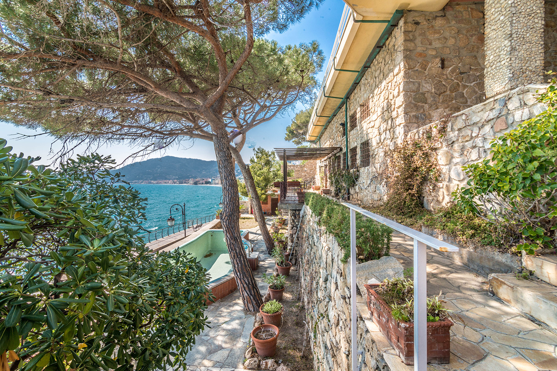 Additional photo for property listing at Magnificent seaview Villa in Alassio Passeggiata Luigi Cadorna Alassio, Savona 17021 Italien