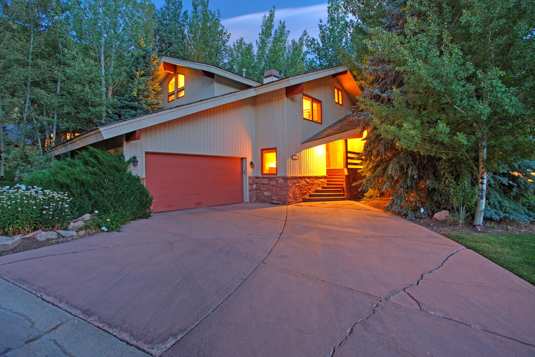 Einfamilienhaus für Verkauf beim Lower Deer Valley In Prime Location 2422 Queen Esther Dr Park City, Utah, 84060 Vereinigte Staaten