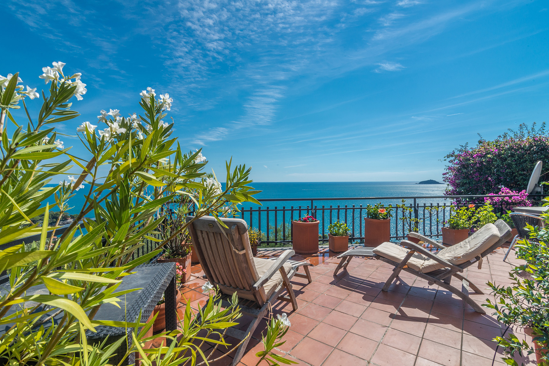 Additional photo for property listing at Exclusive penthouse with breath-taking view Località Fiascherino Fiascherino, La Spezia 19032 Italien