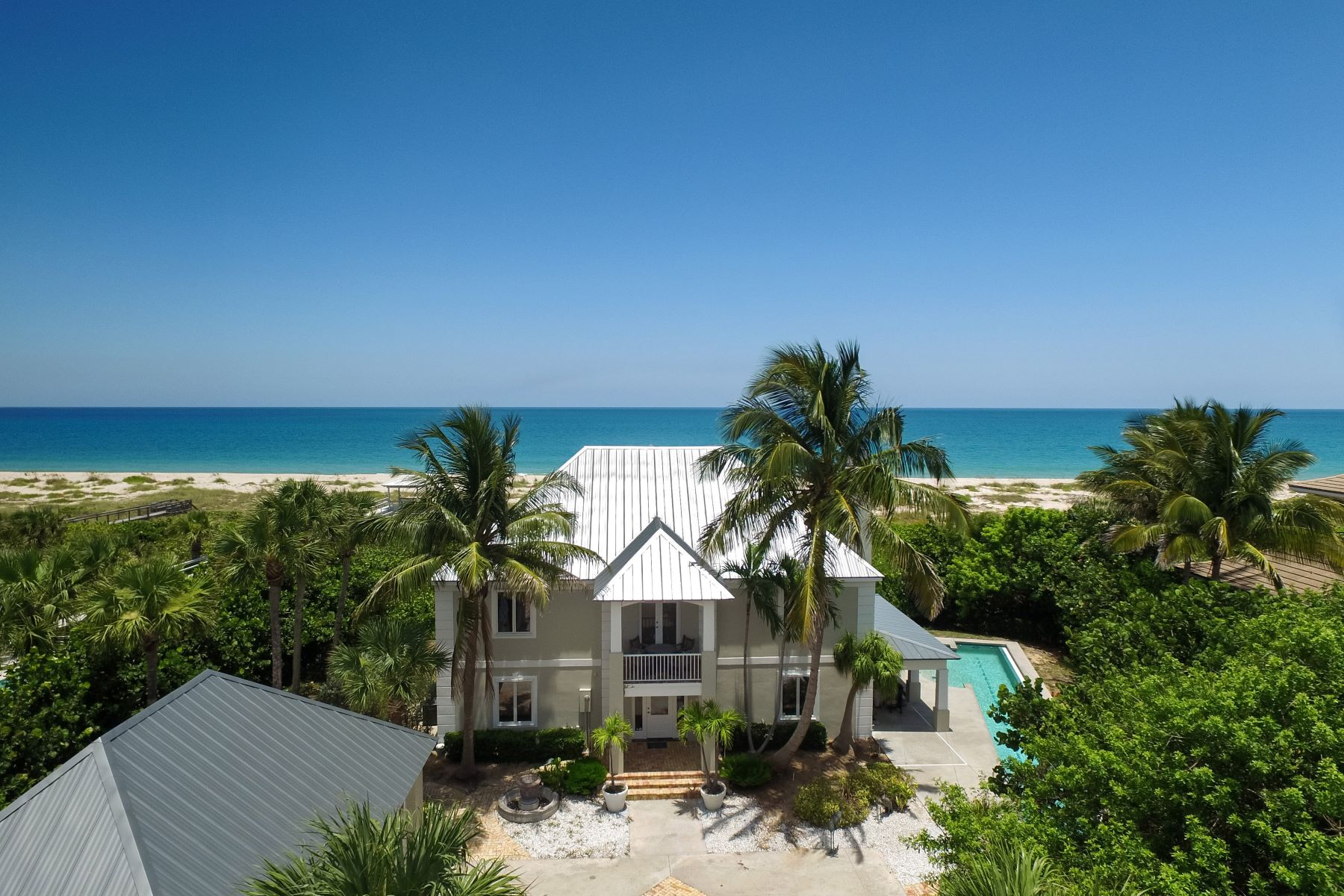 Maison unifamiliale pour l Vente à Oceanfront Estate Home 820 Crescent Beach Road Vero Beach, Florida, 32963 États-Unis