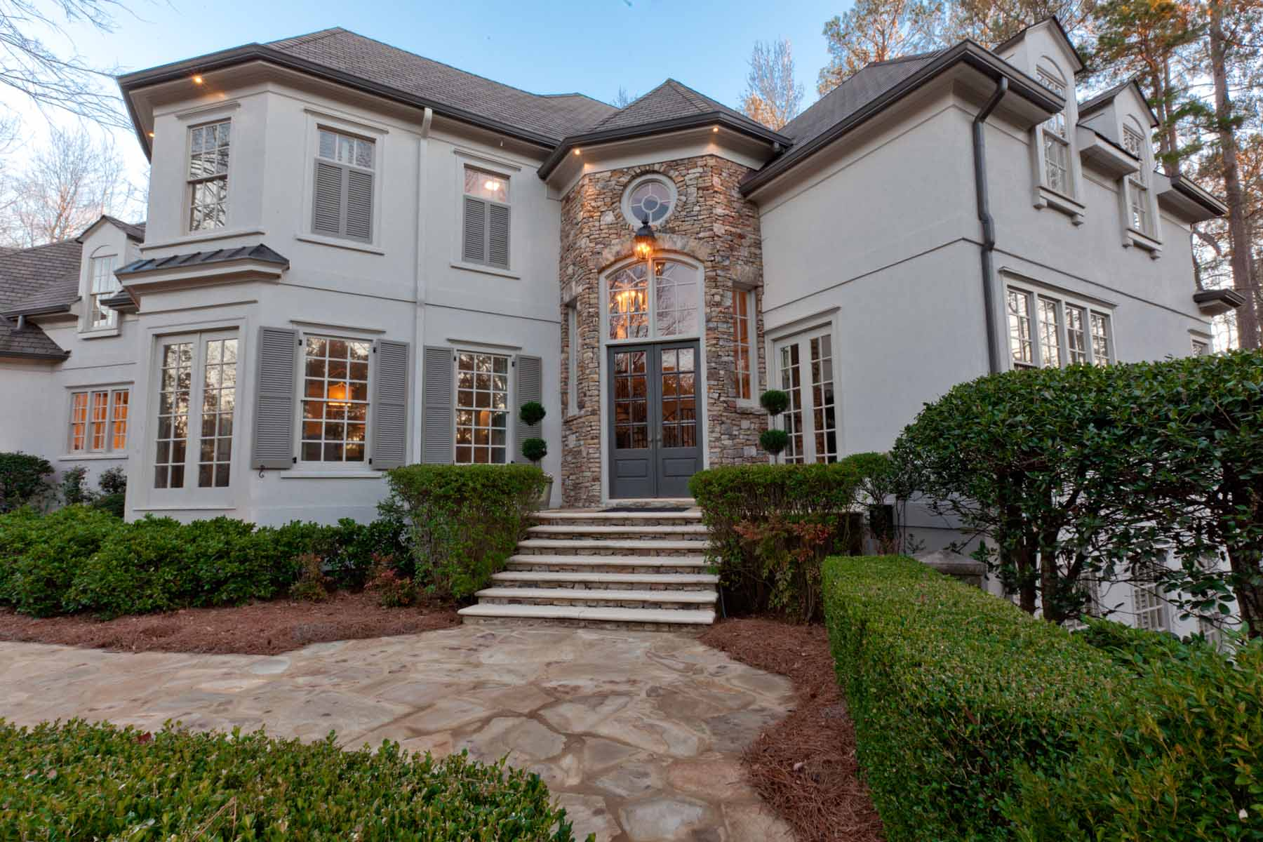 Moradia para Venda às Beautifully Renovated Country Club Of The South Decorator Home 405 Covington Cove Alpharetta, Geórgia, 30022 Estados Unidos