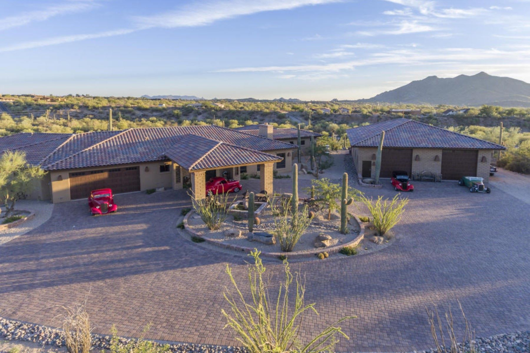 Villa per Vendita alle ore Gorgeous home with panaoramic mountain views 40111 N 72nd St Cave Creek, Arizona, 85331 Stati Uniti