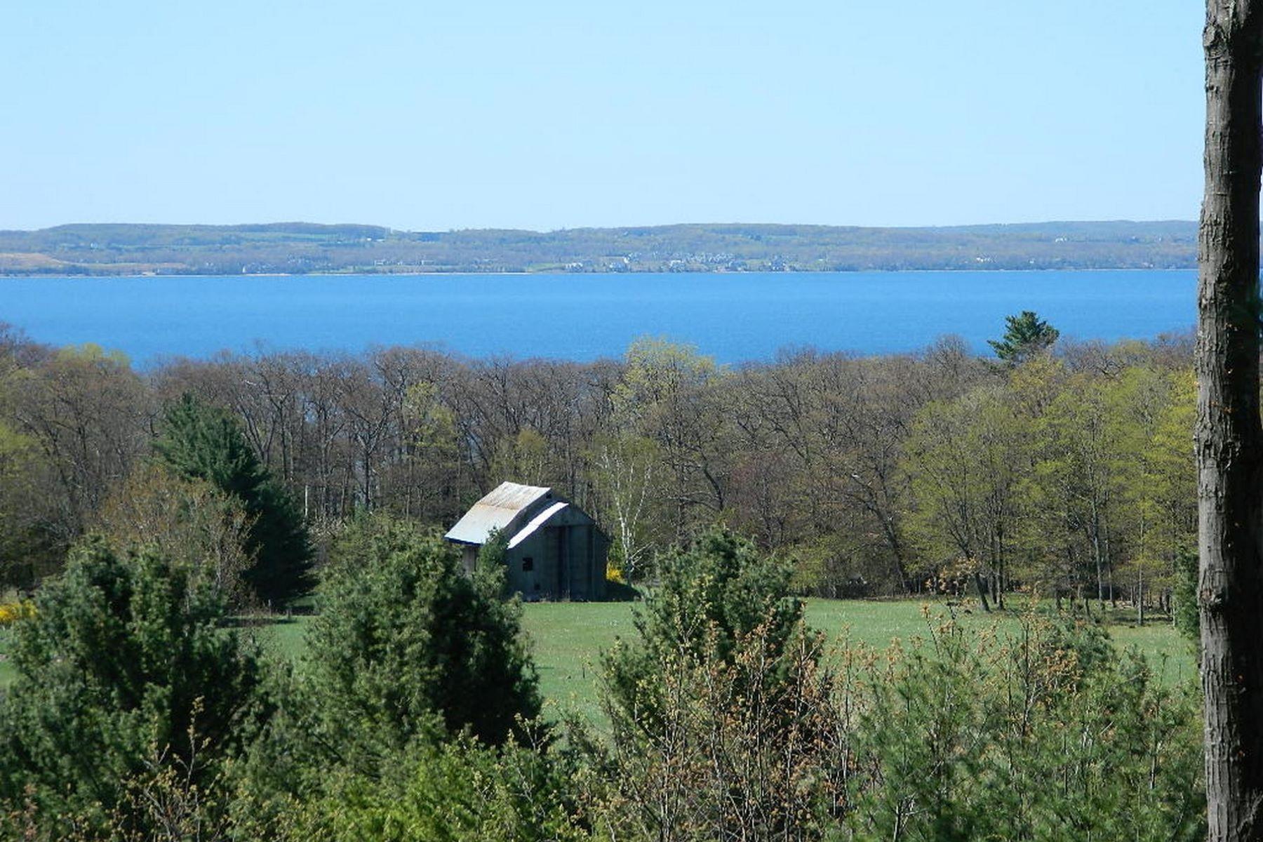 土地 为 销售 在 5735 Windrift 哈伯斯普林斯, 密歇根州, 49740 美国