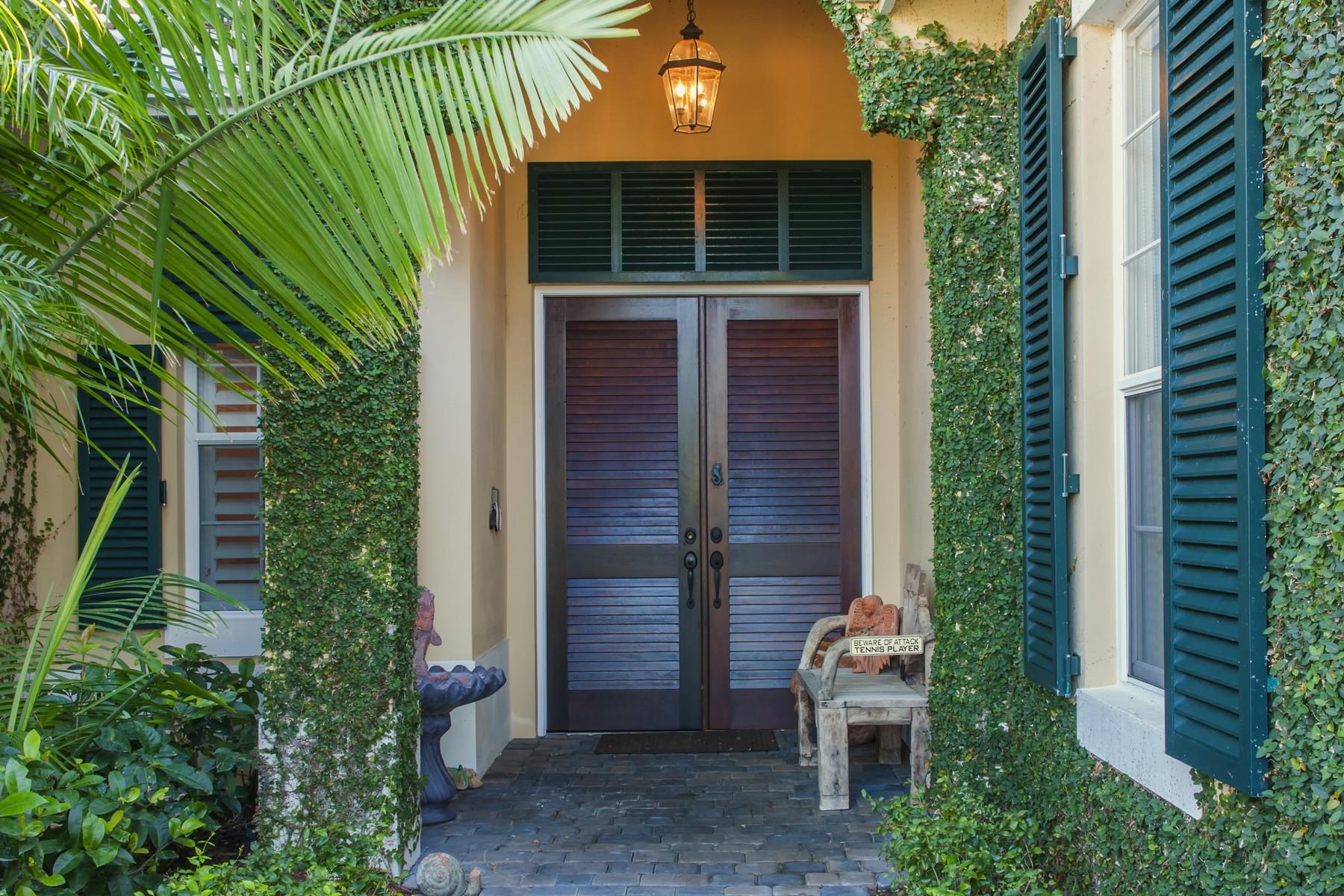 独户住宅 为 销售 在 Azalea Courtyard Pool Home 9190 Spring Time Dr 维罗海滩, 佛罗里达州, 32963 美国