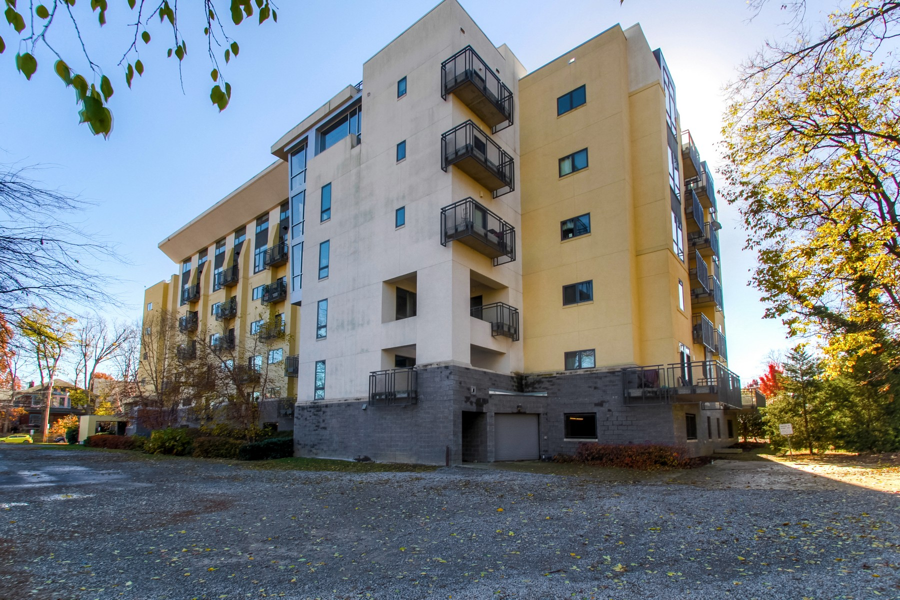 Condominium for Sale at Spacious Condo Conveniently Located Near Vandy and Midtown Nashville 1101 18th Avenue South, Unit 511 Nashville, Tennessee, 37212 United States