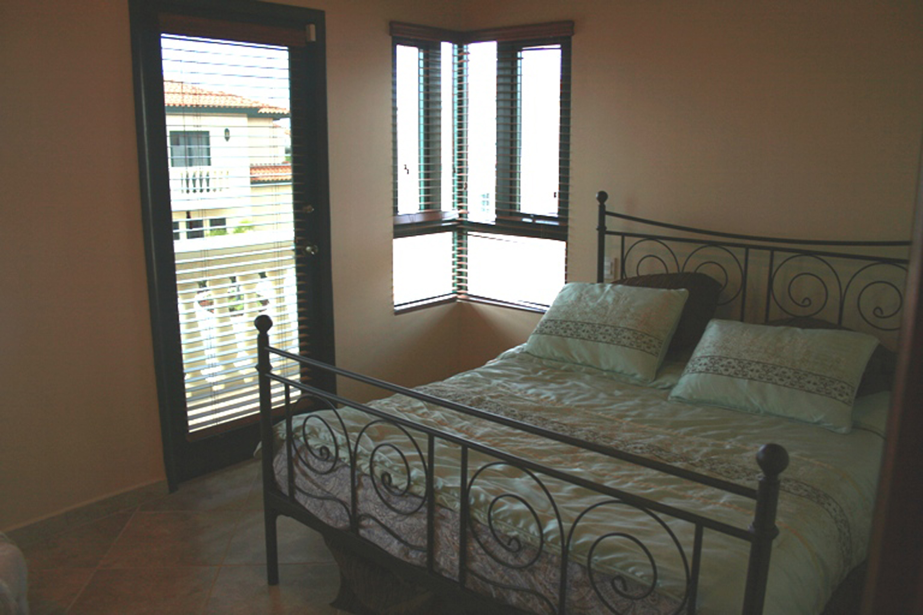 Additional photo for property listing at Charming Townhouse Malmok, Aruba Aruba