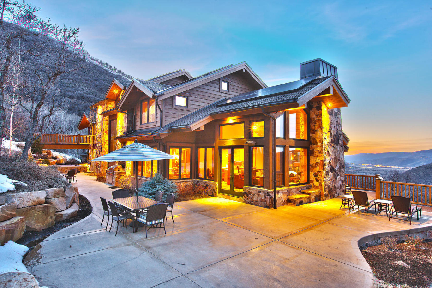 独户住宅 为 销售 在 Timeless Elegance at the Top of Aspen Springs 25 Canyon Ct 帕克城, 犹他州 84060 美国