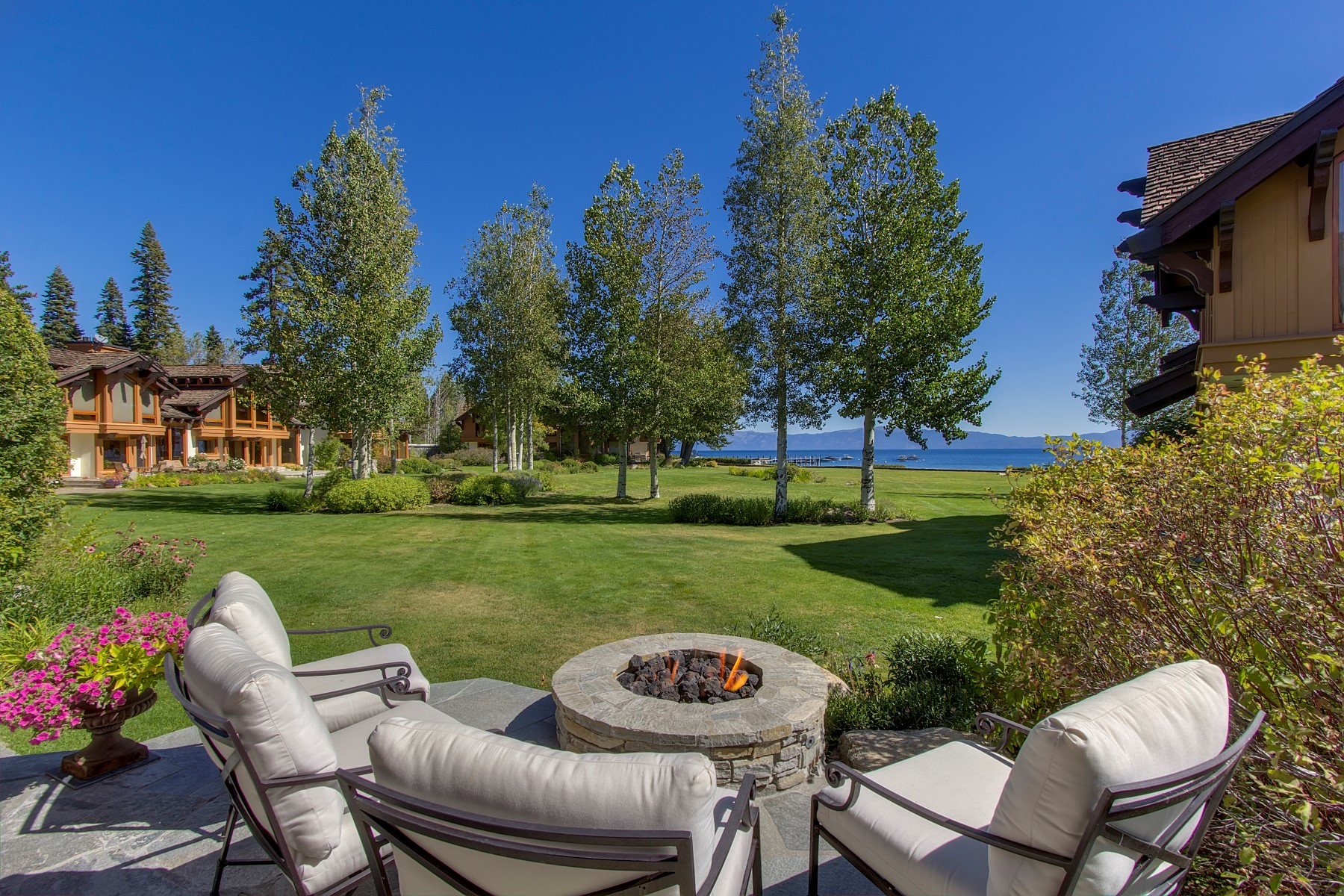 Кондоминиум для того Продажа на 4000 West Lake Boulevard #13 Fleur Du Lac Estates Homewood, Калифорния, 96141 Lake Tahoe, Соединенные Штаты