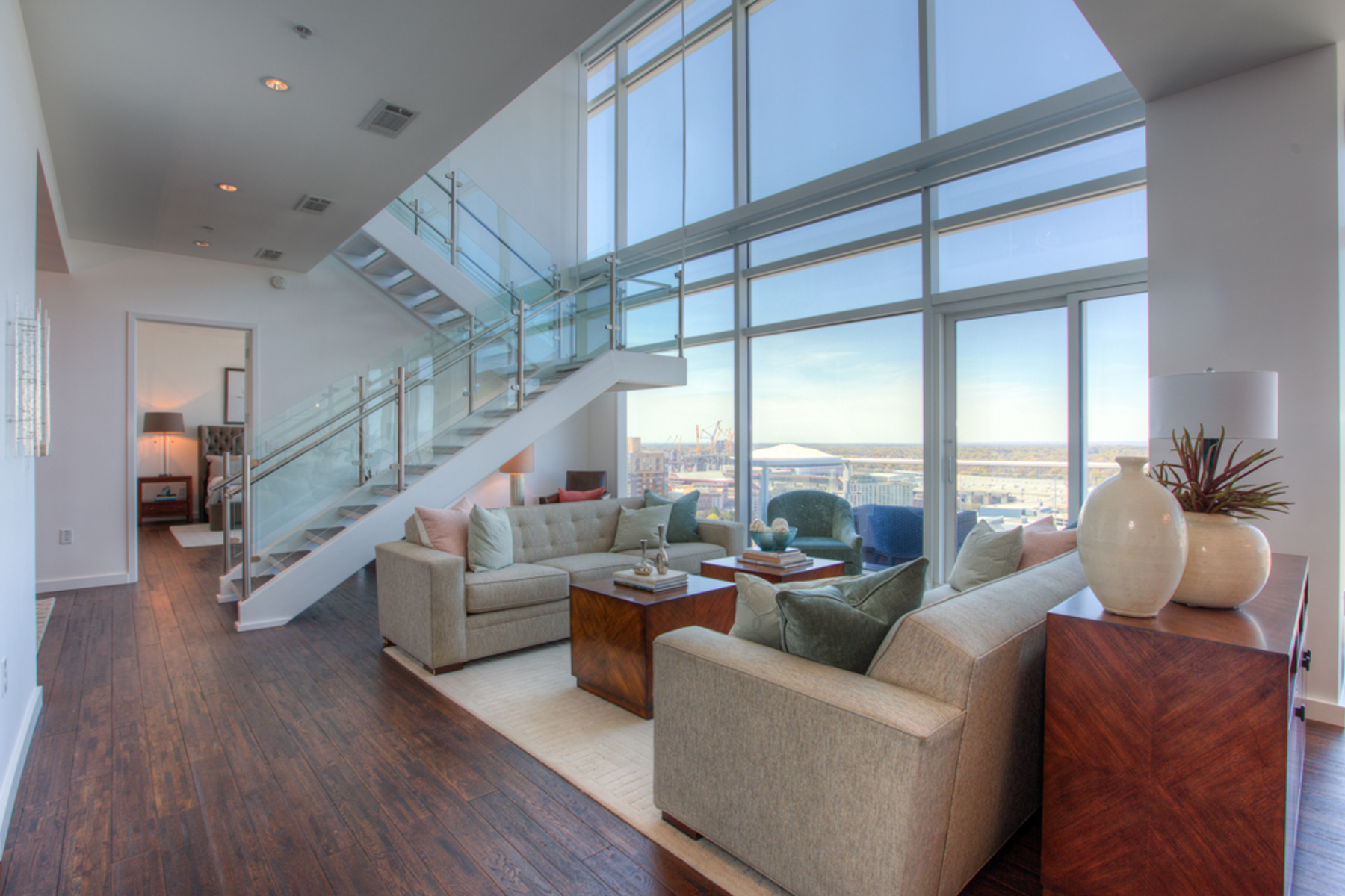Additional photo for property listing at Spectacular Two Level Atlanta Penthouse With Luxury Hotel Amenities 45 Ivan Allen Jr Boulevard PH#2703 Atlanta, Γεωργια 30308 Ηνωμενεσ Πολιτειεσ