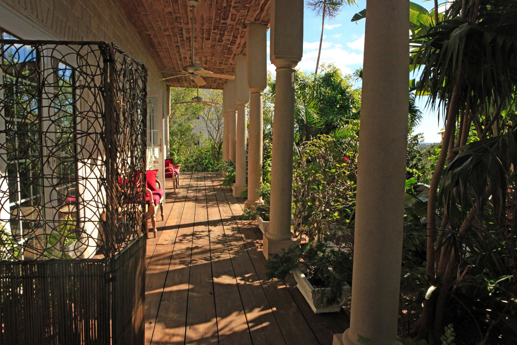 Additional photo for property listing at B&B Western Area of New Providence A Stone's Throw Away Western Area West Bay Street, Nassau And Paradise Island 0 Bahamas