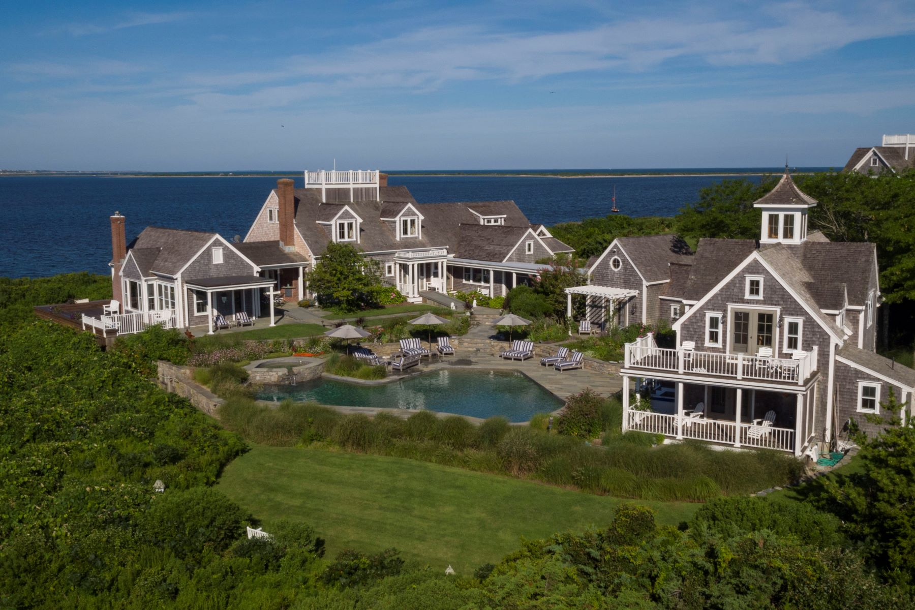 واحد منزل الأسرة للـ Sale في Entirely Unique Waterfront Estate 72 Pocomo Road 78 Pocomo Road Nantucket, Massachusetts 02554 United States
