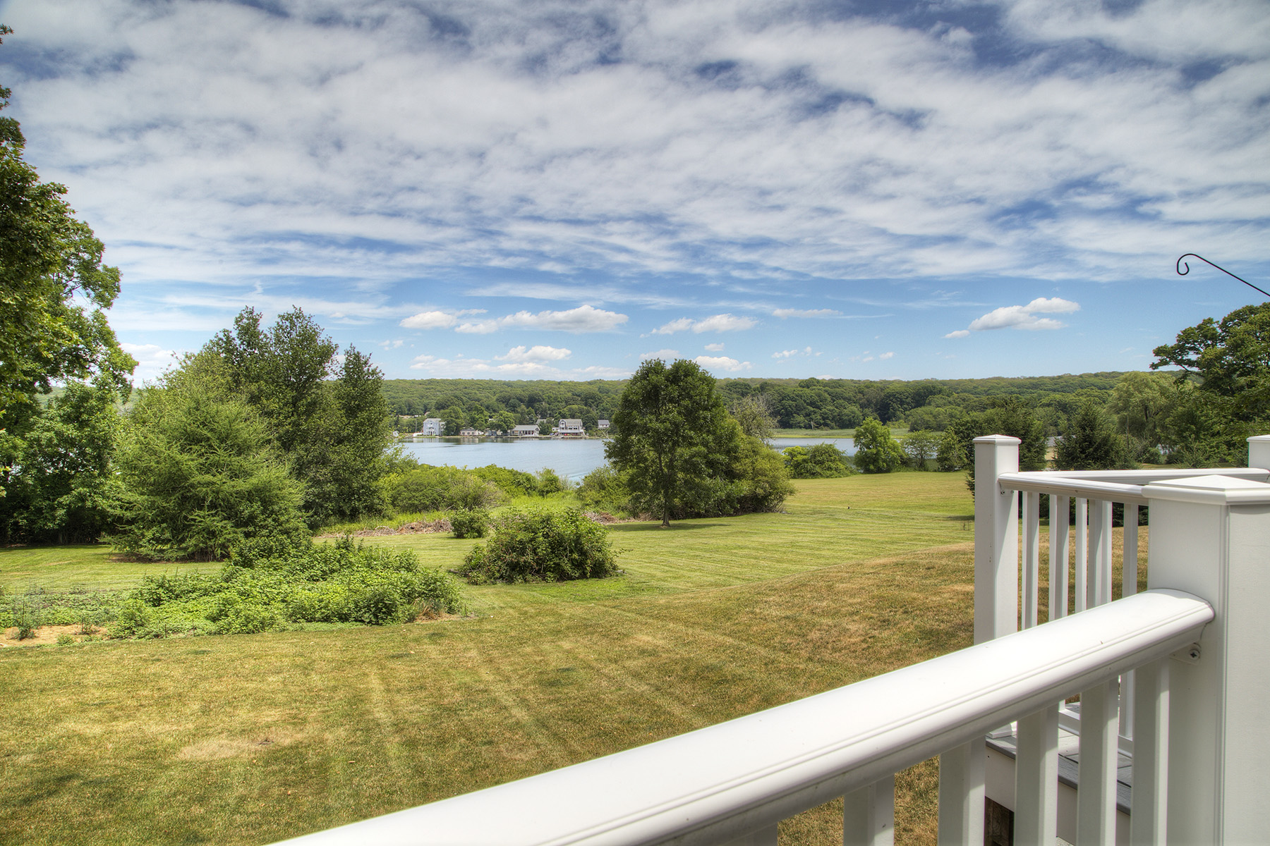 Additional photo for property listing at Nanaquaket Cape 556 Nanaquaket Road Tiverton, Rhode Island 02878 Estados Unidos