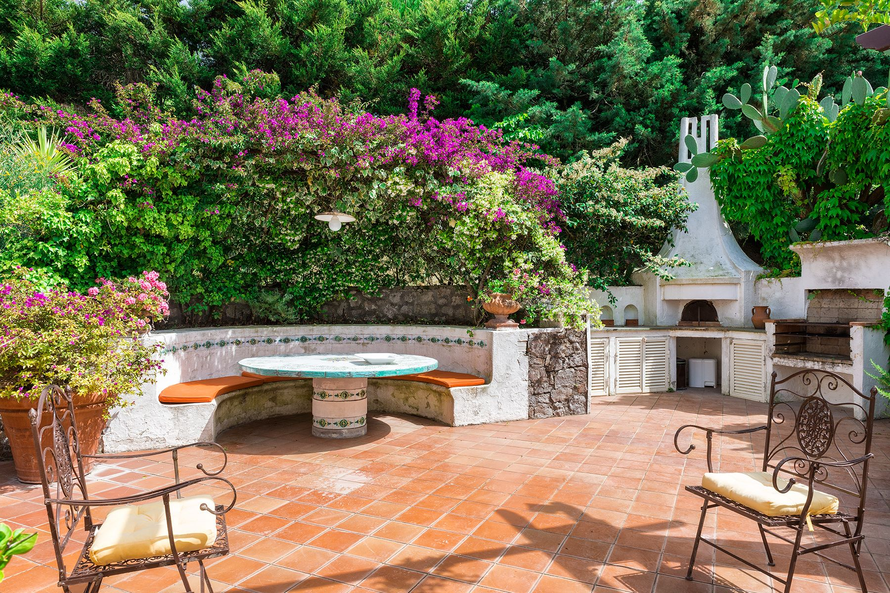Additional photo for property listing at Elegant villa with pool in Anacapri Capri, Naples Italia