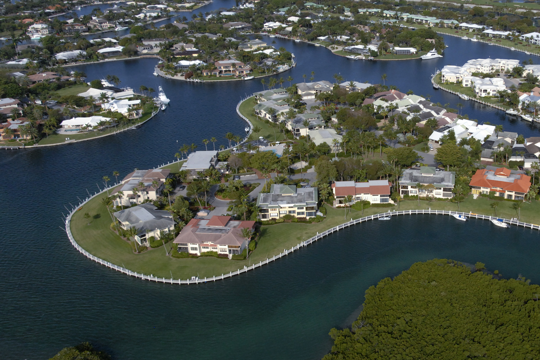 Additional photo for property listing at Beautiful Canalfront Condominium at Ocean Reef 55 Pumpkin Cay Road, Unit B Key Largo, Florida 33037 Verenigde Staten