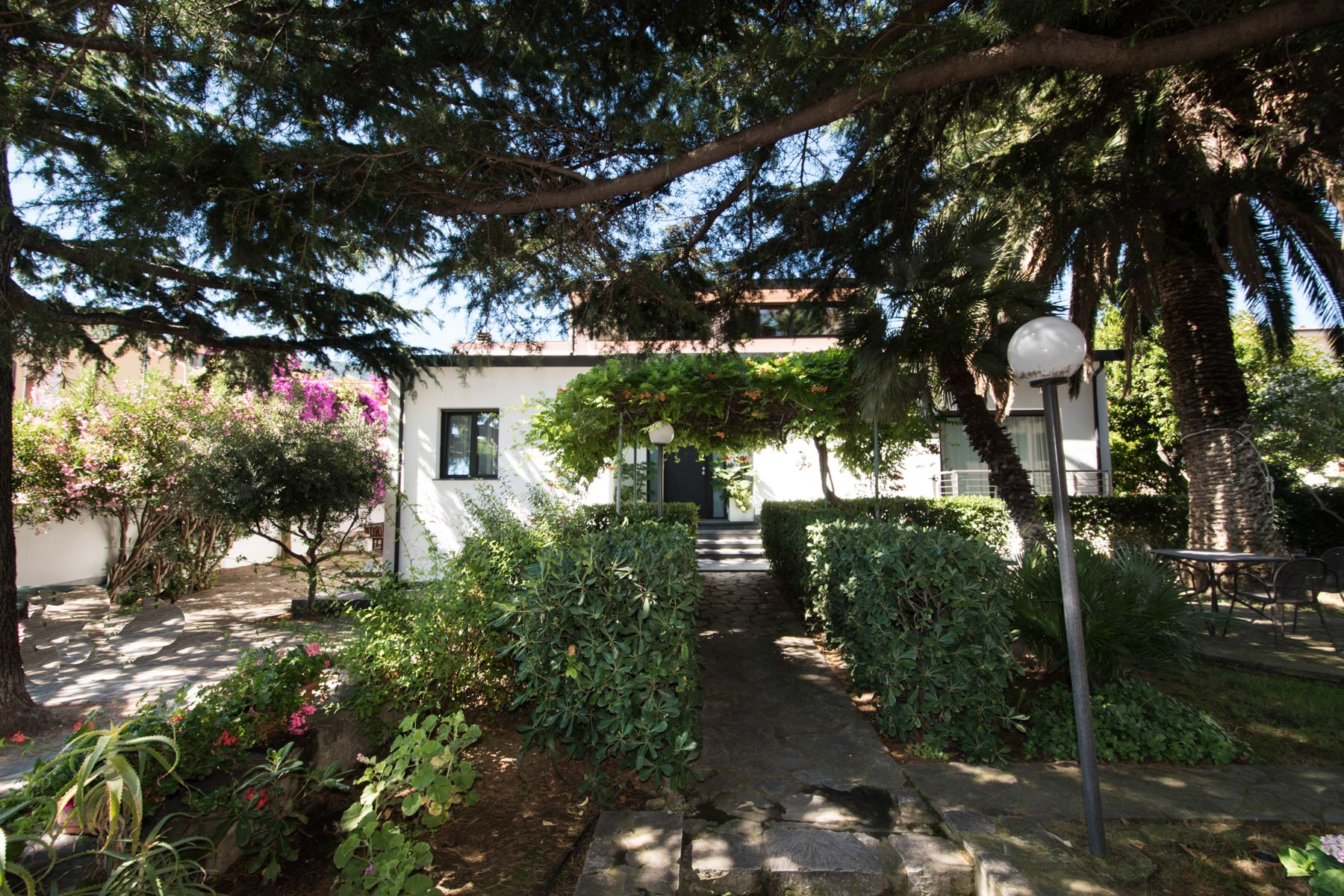 Additional photo for property listing at Discreet villa with garden on Elba Via Murzi Marciana Marina, Livorno 57033 Italy