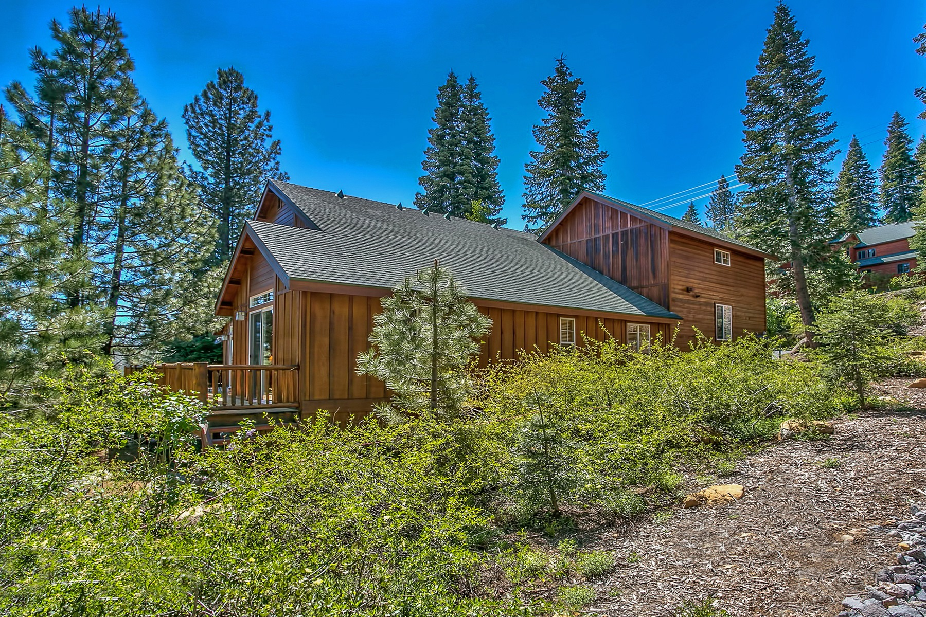 Single Family Home for Active at 10911 Skislope Way, Truckee, CA Truckee, California 96161 United States