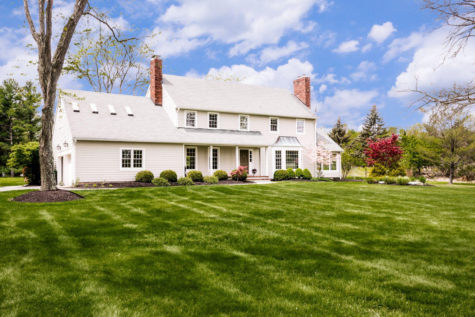 Maison unifamiliale pour l Vente à Modern Comforts And A Homey Feel - Hopewell Township 6 Blue Spruce Drive Pennington, New Jersey, 08534 États-Unis