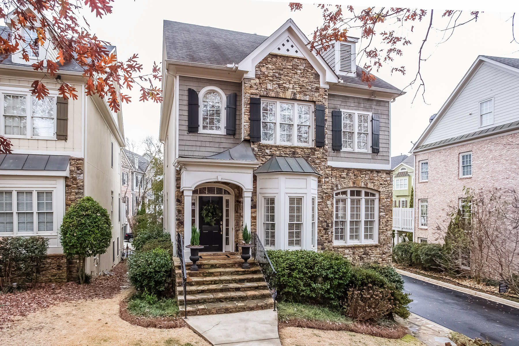 Single Family Home for Sale at Sophisticated Move In Ready Four Story City Home 1124 Valley Overlook Drive NE Atlanta, Georgia, 30324 United States