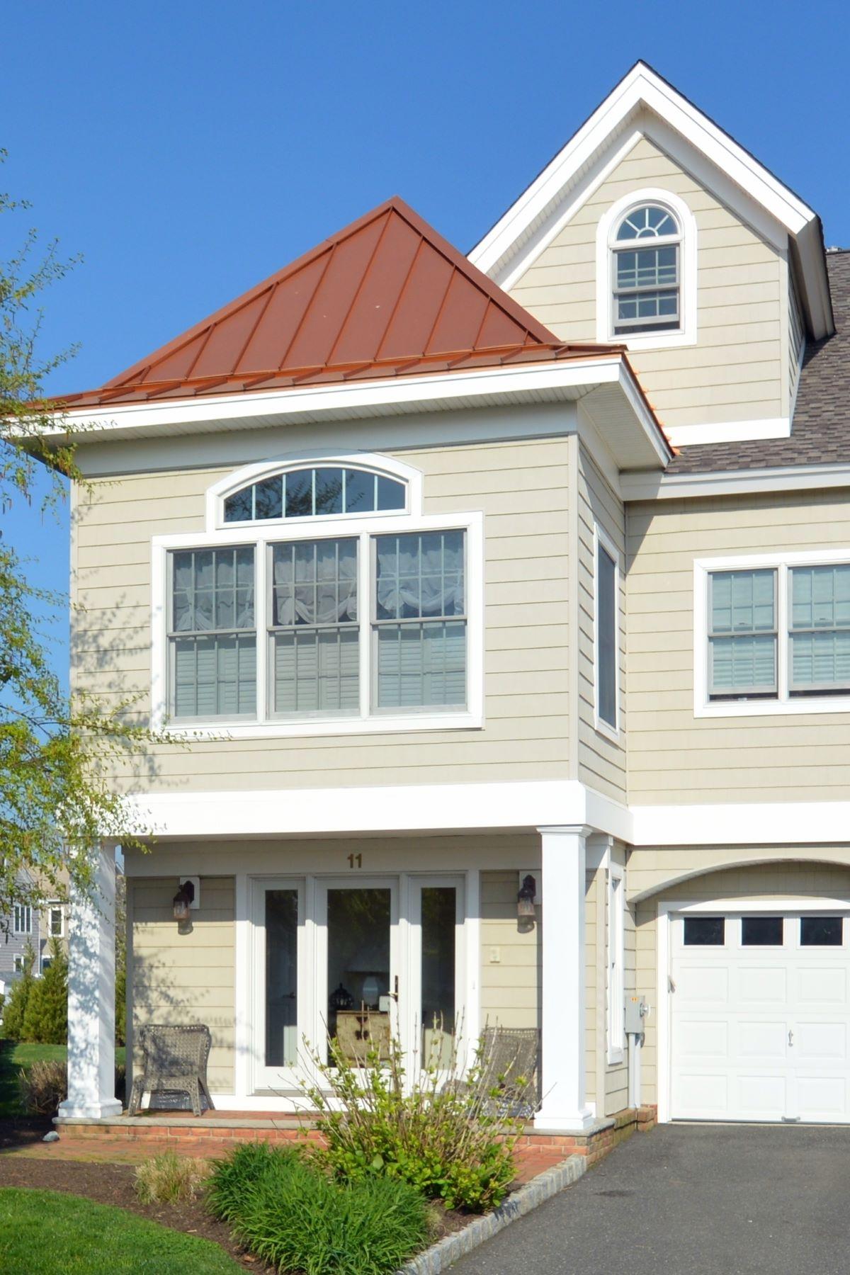 Condomínio para Venda às Stunning Custom Townhome 11 Waters Edge Brielle, Nova Jersey, 08730 Estados Unidos