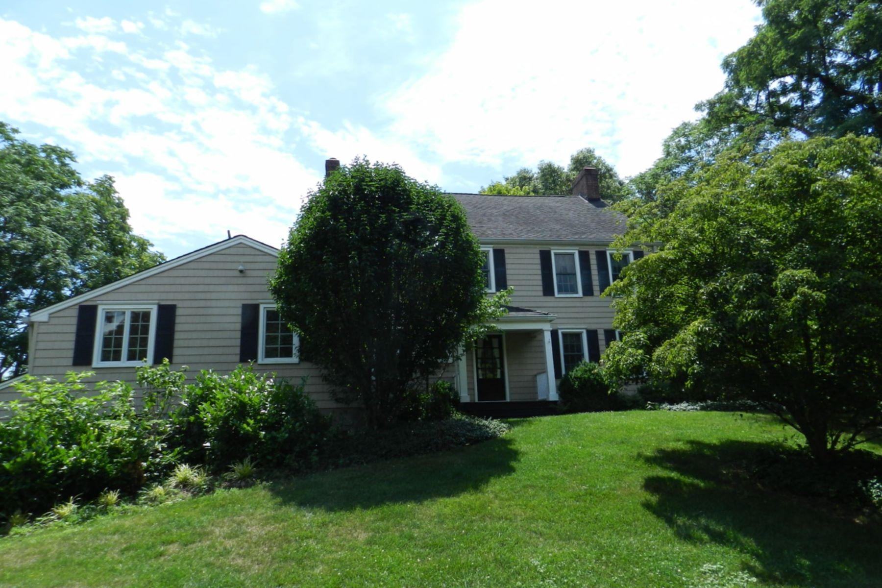 独户住宅 为 销售 在 One of a Kind Home 1707 Woodland Ave 爱迪生, 新泽西州 08820 美国