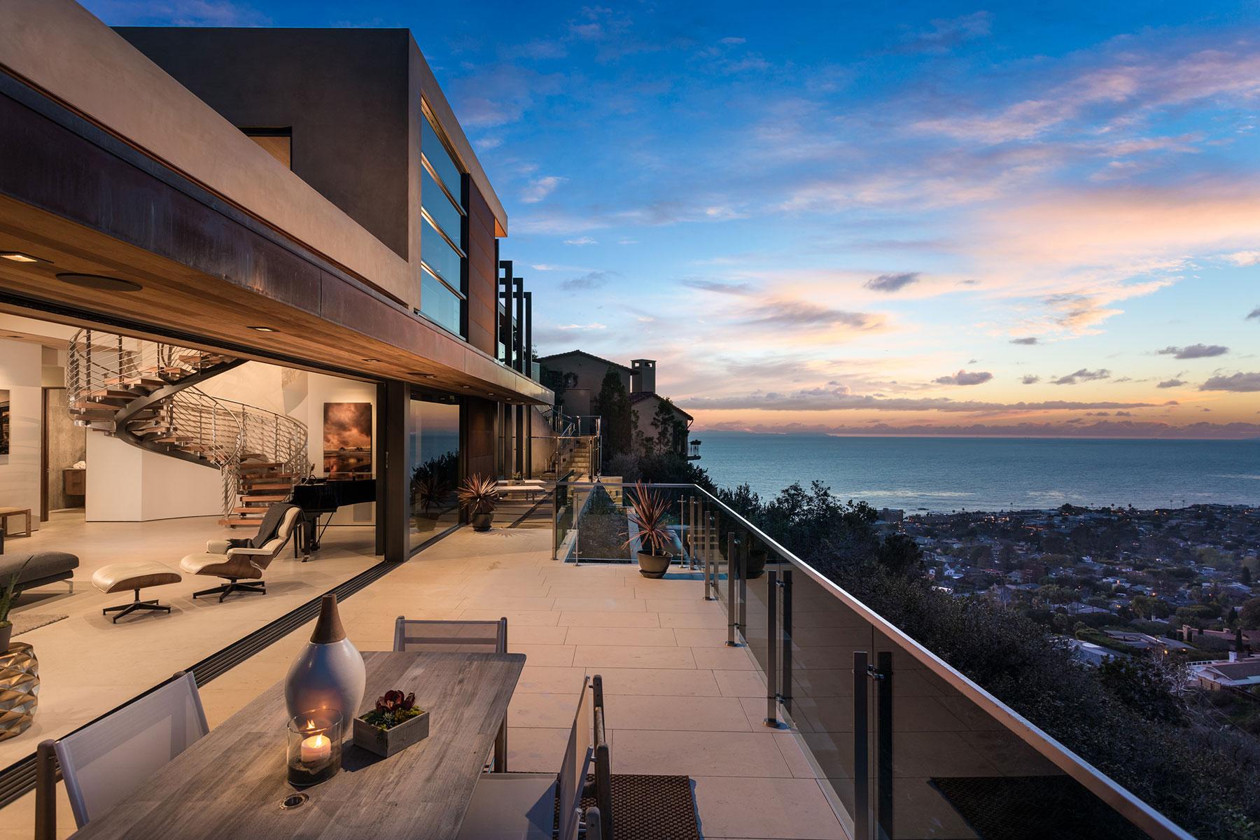 단독 가정 주택 용 매매 에 2396 Crestview Laguna Beach, 캘리포니아, 92651 미국