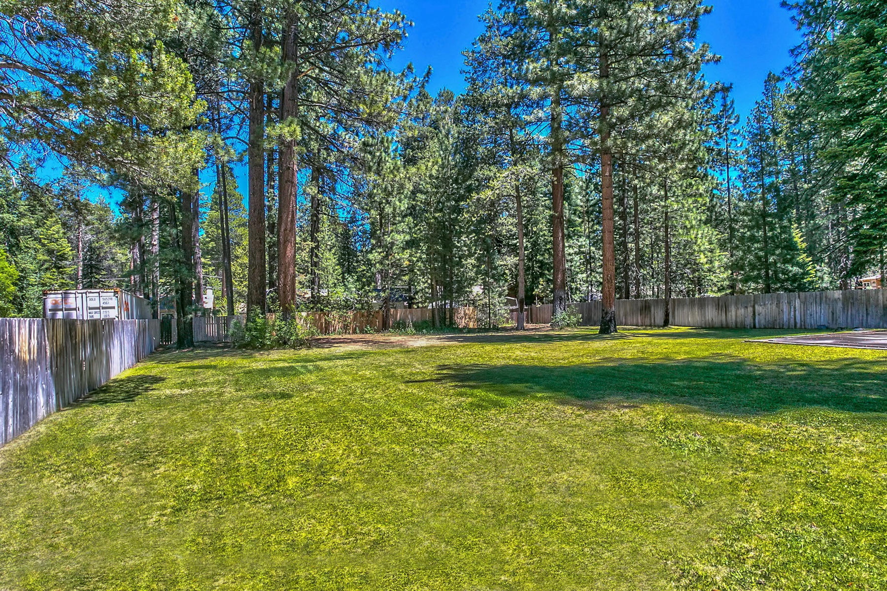 Additional photo for property listing at 745 Eloise Avenue  South Lake Tahoe, California 96150 United States